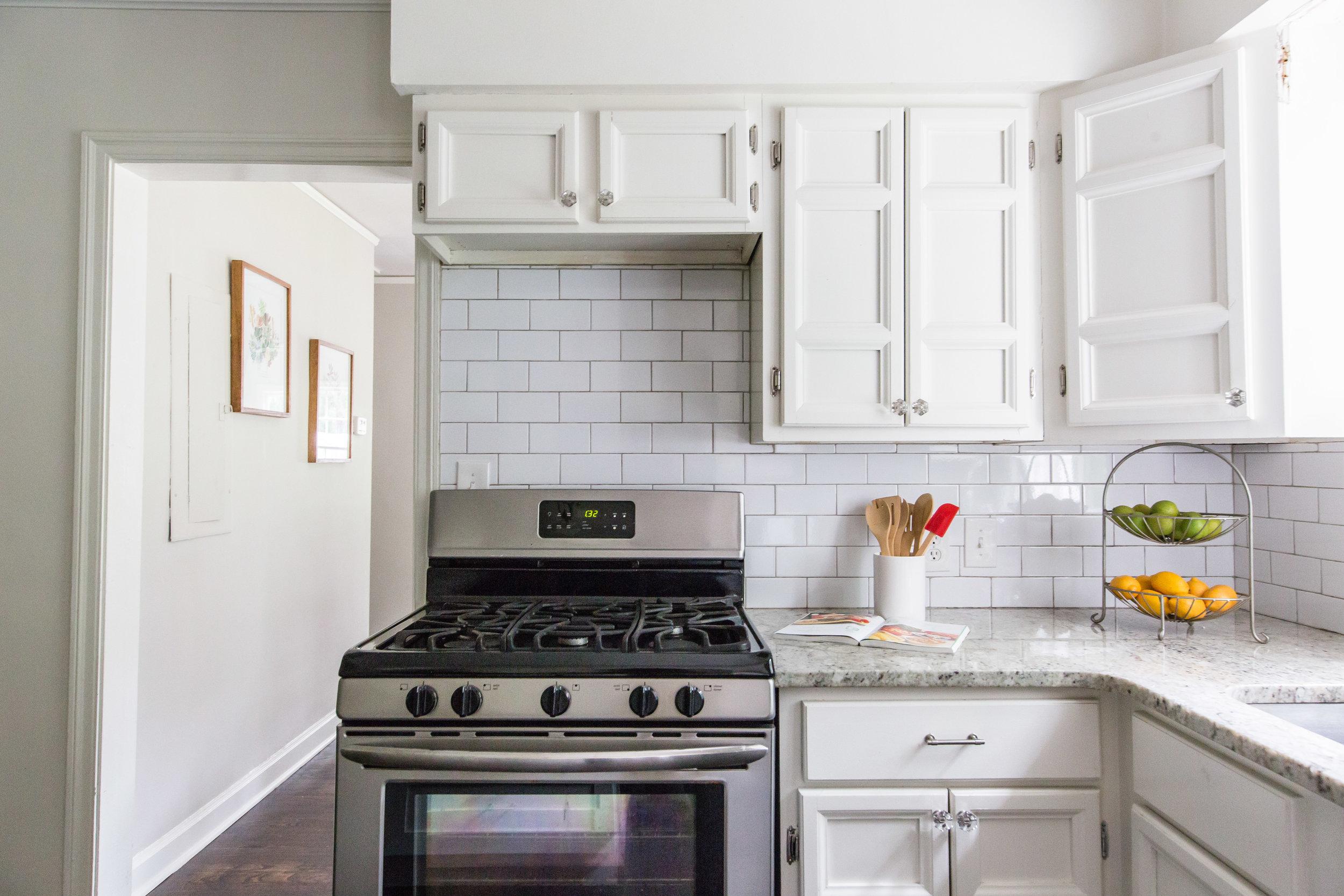 2837 Tupelo-Kitchen Stove 2.jpg