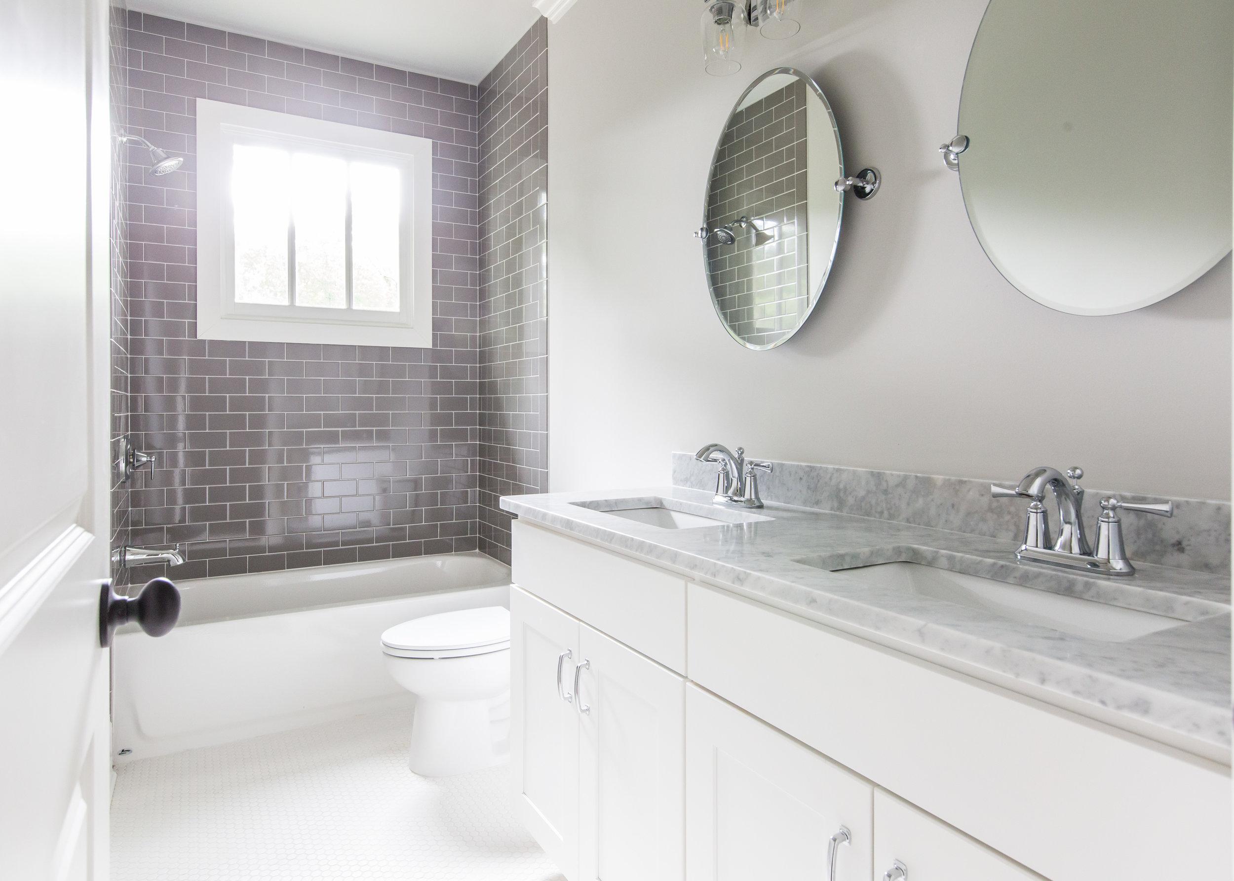 2140 Delano-Bath 2.jpg