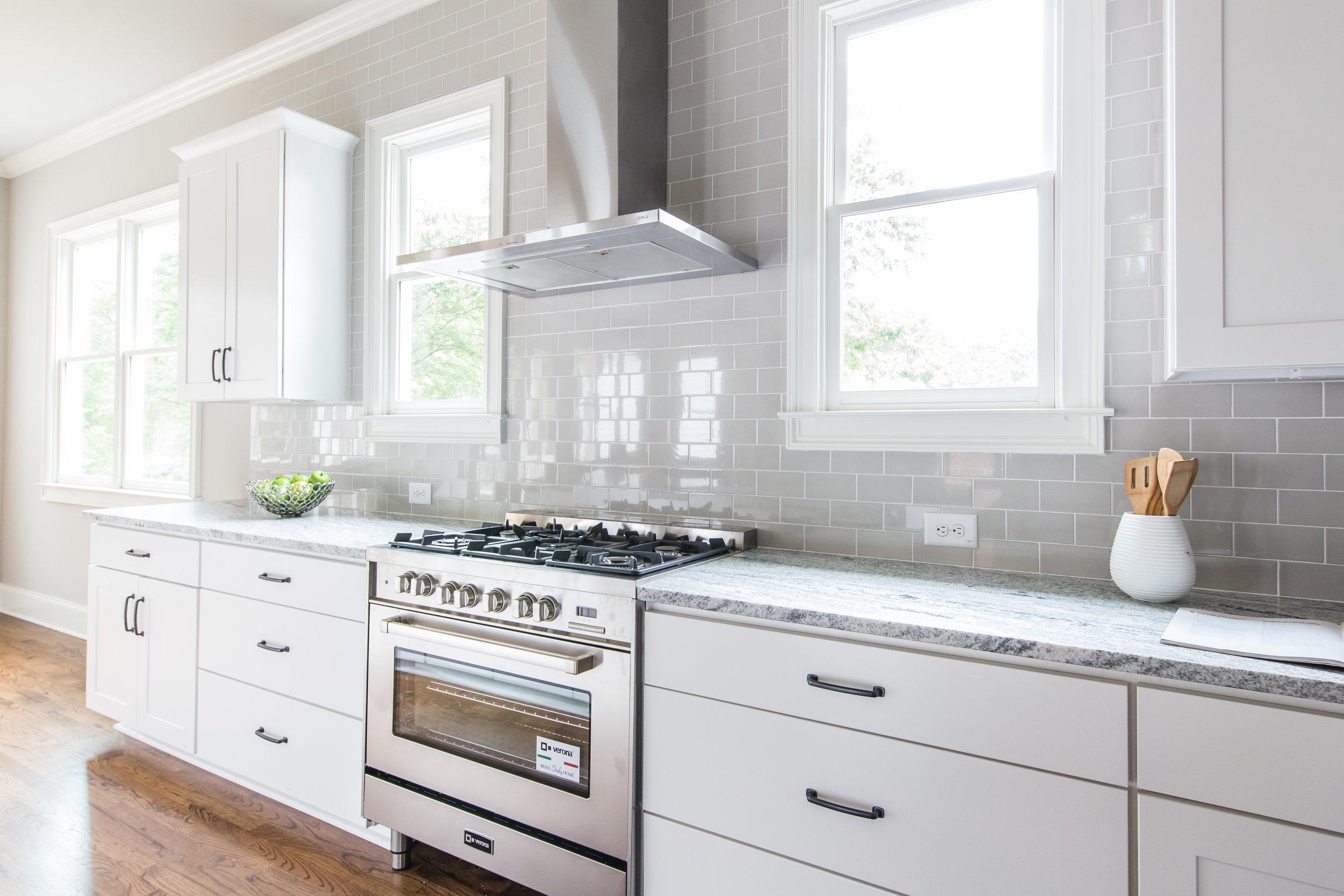 2140 Delano-Kitchen Stove.jpg
