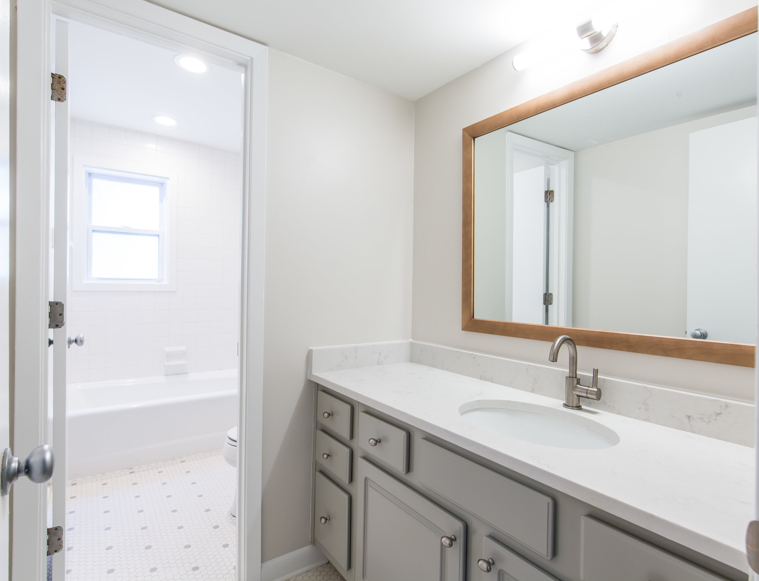 575 Flat Shoals Unit 9-Bath.jpg