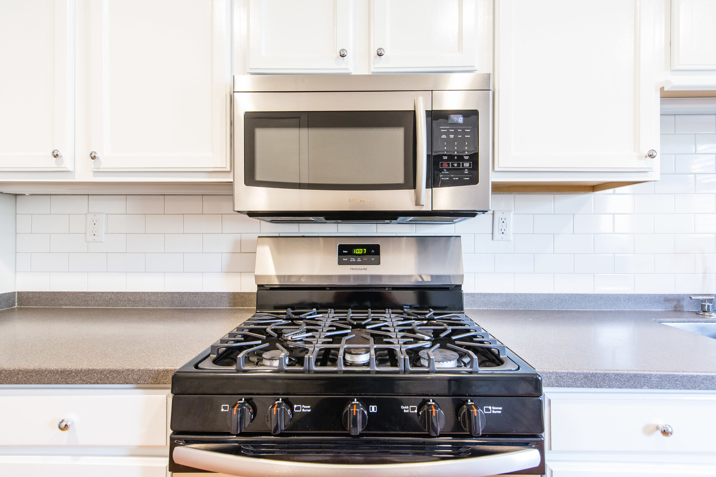 575 Flat Shoals Unit 9-Kitchen Stove A.jpg
