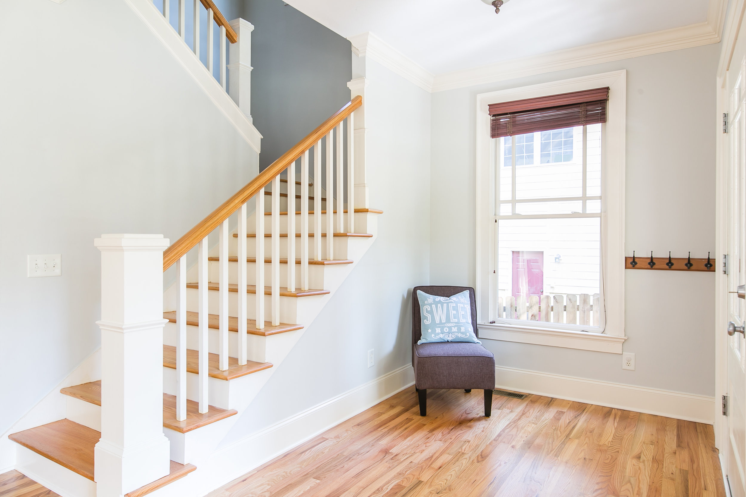 28 Lakeview-Entry-Stairs.jpg