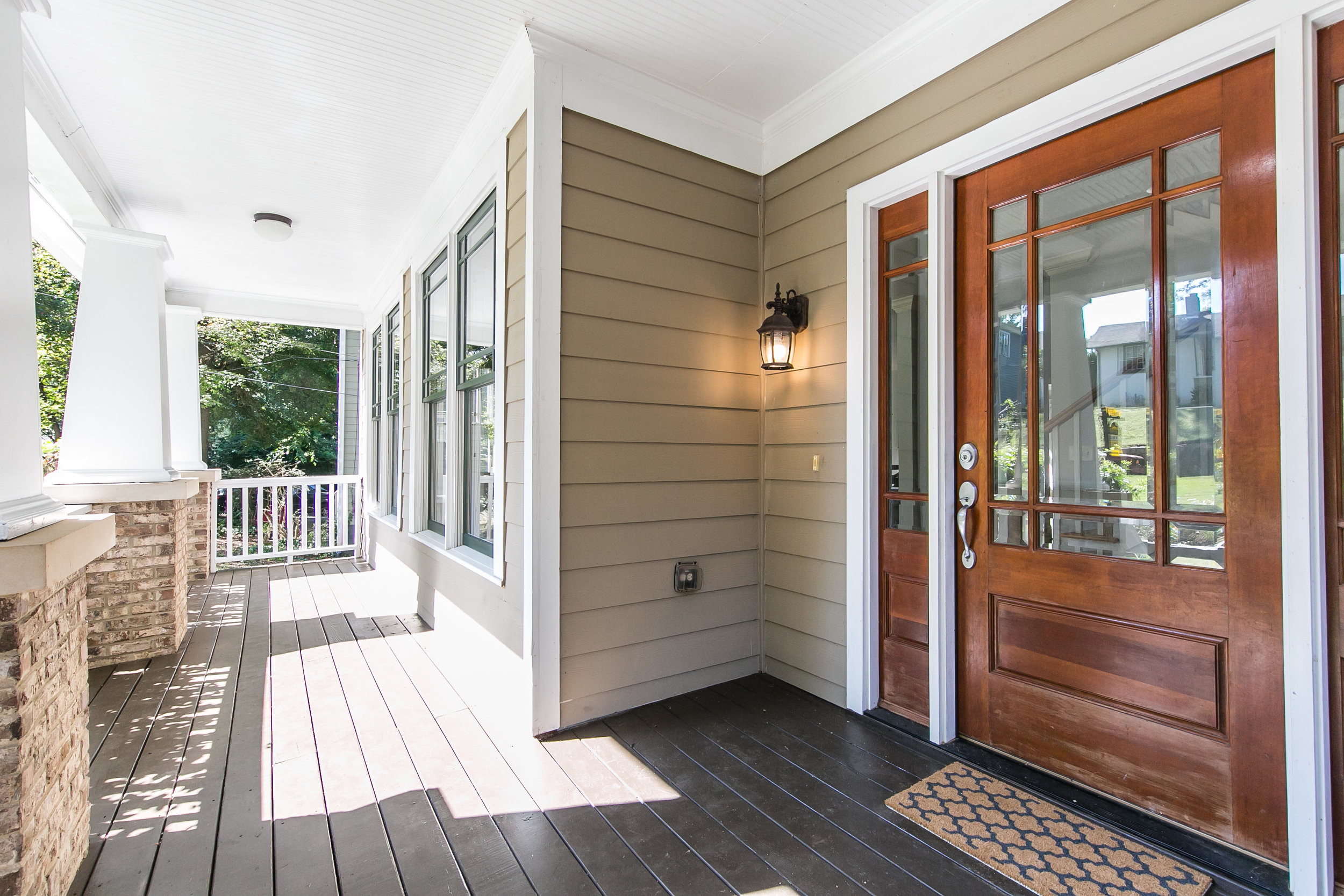 28 Lakeview-Front Porch 2.jpg