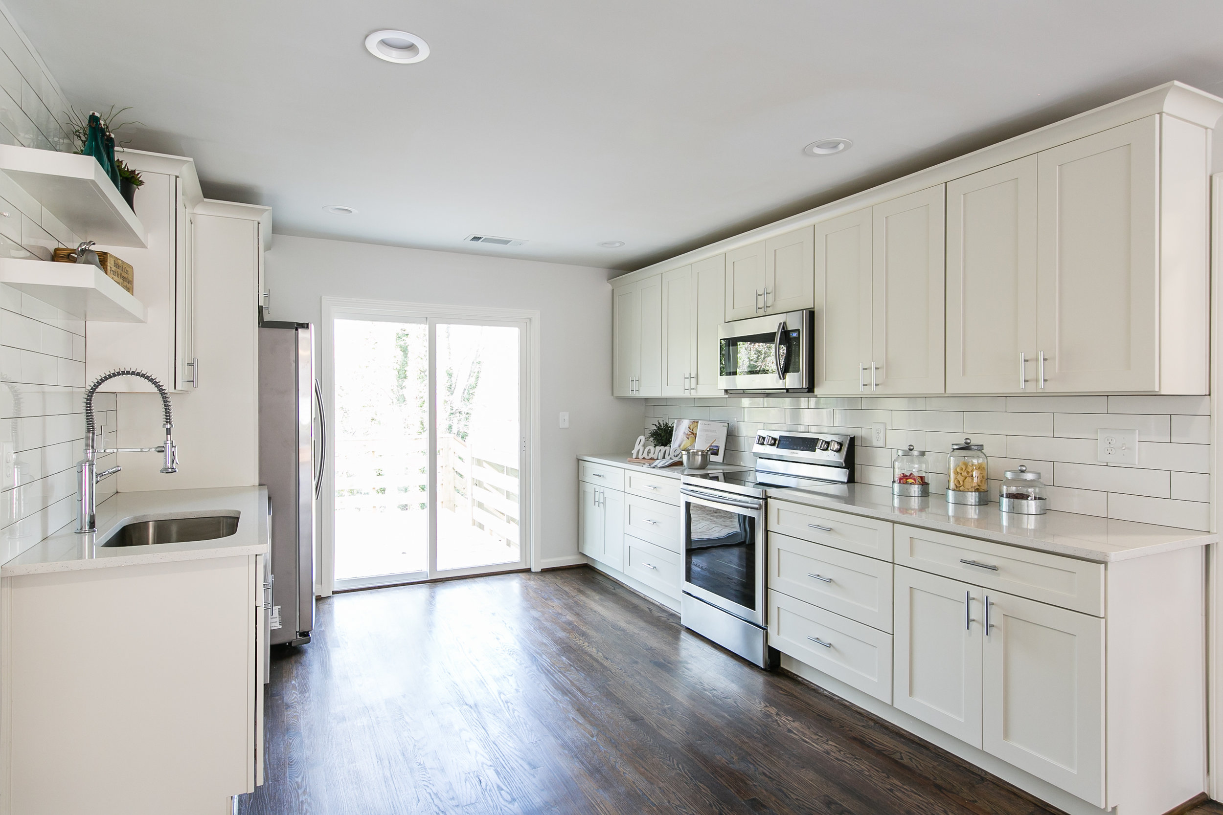 2105 Honeysuckle-Kitchen 1.jpg