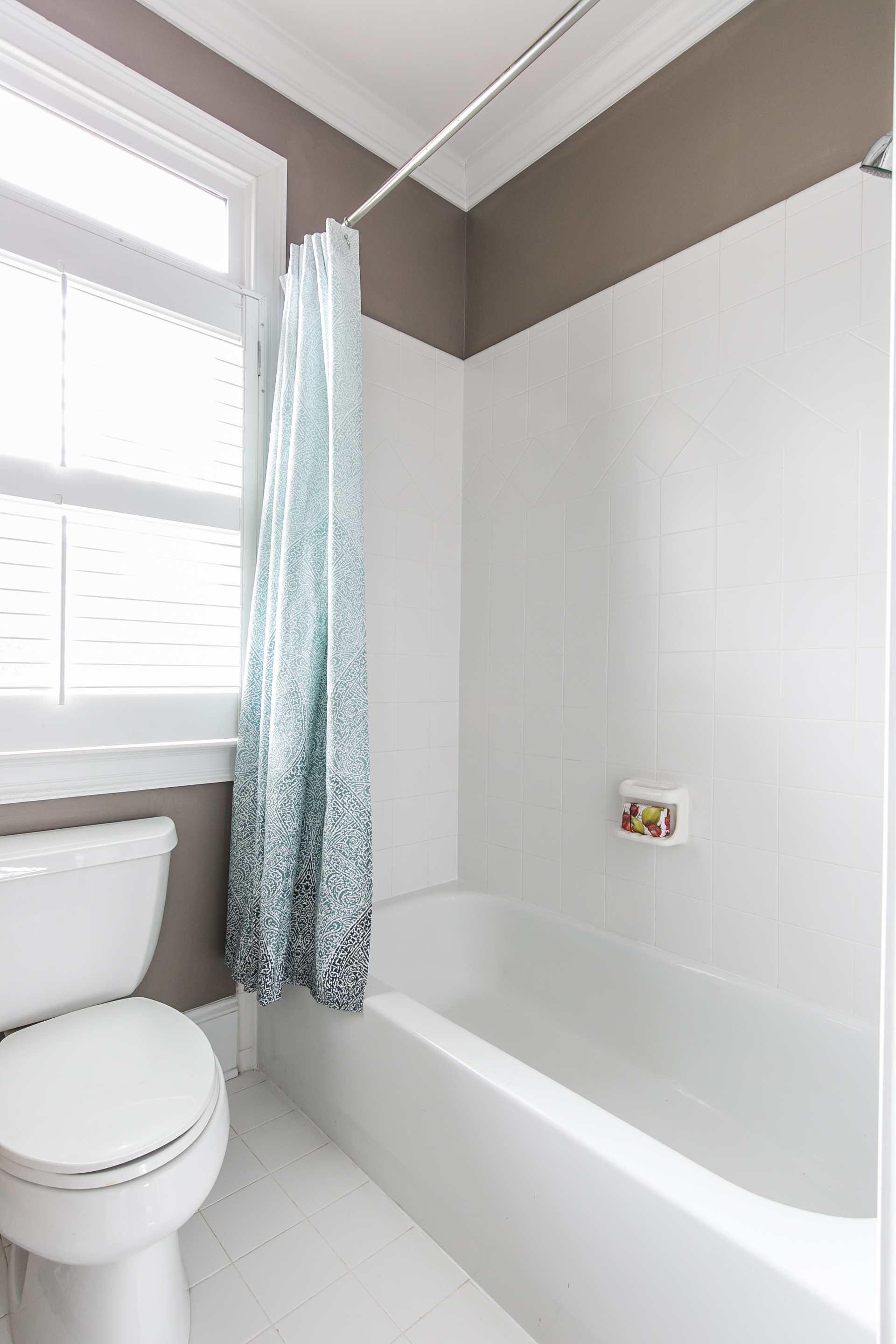 2456 Piedmont Unit 2-Bath 1b.jpg