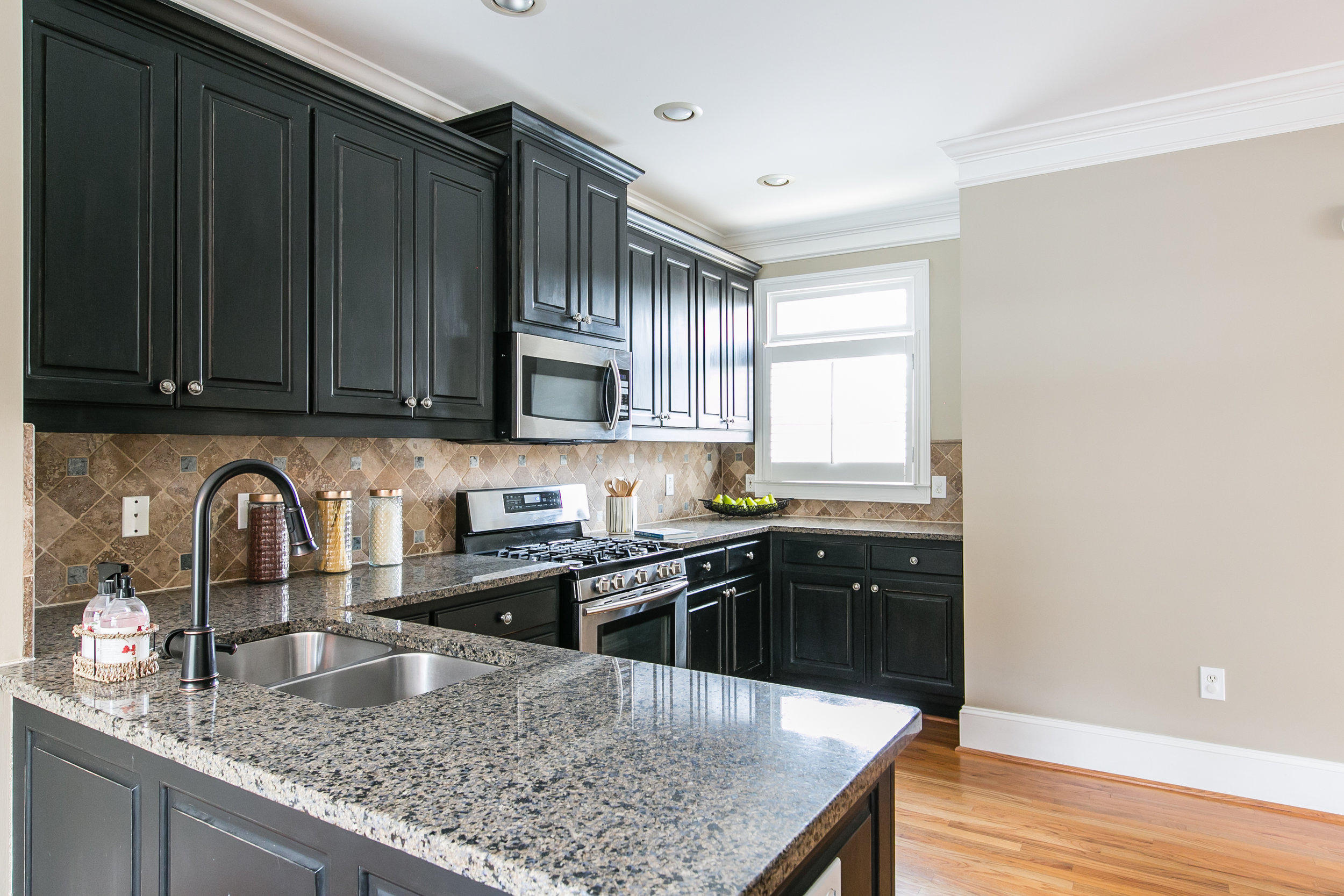 2456 Piedmont Unit 2-Kitchen 2.jpg