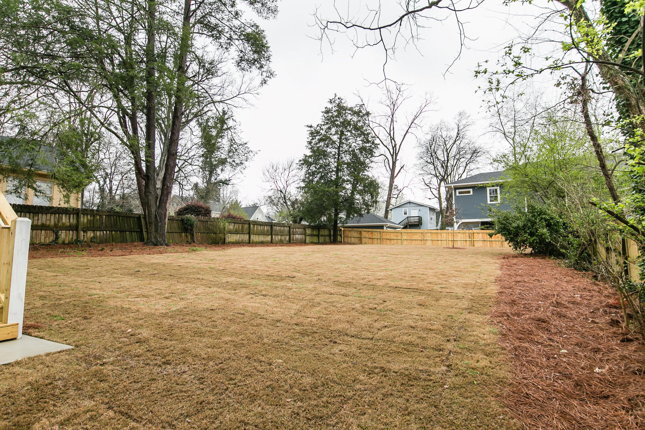 2711 Arbor-Backyard.jpg
