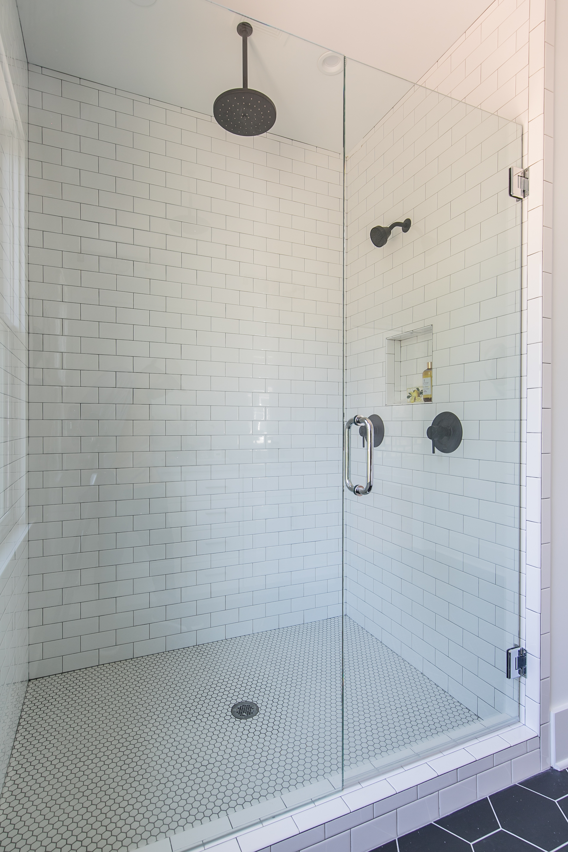198 Hutchinson A-Master shower 2.jpg
