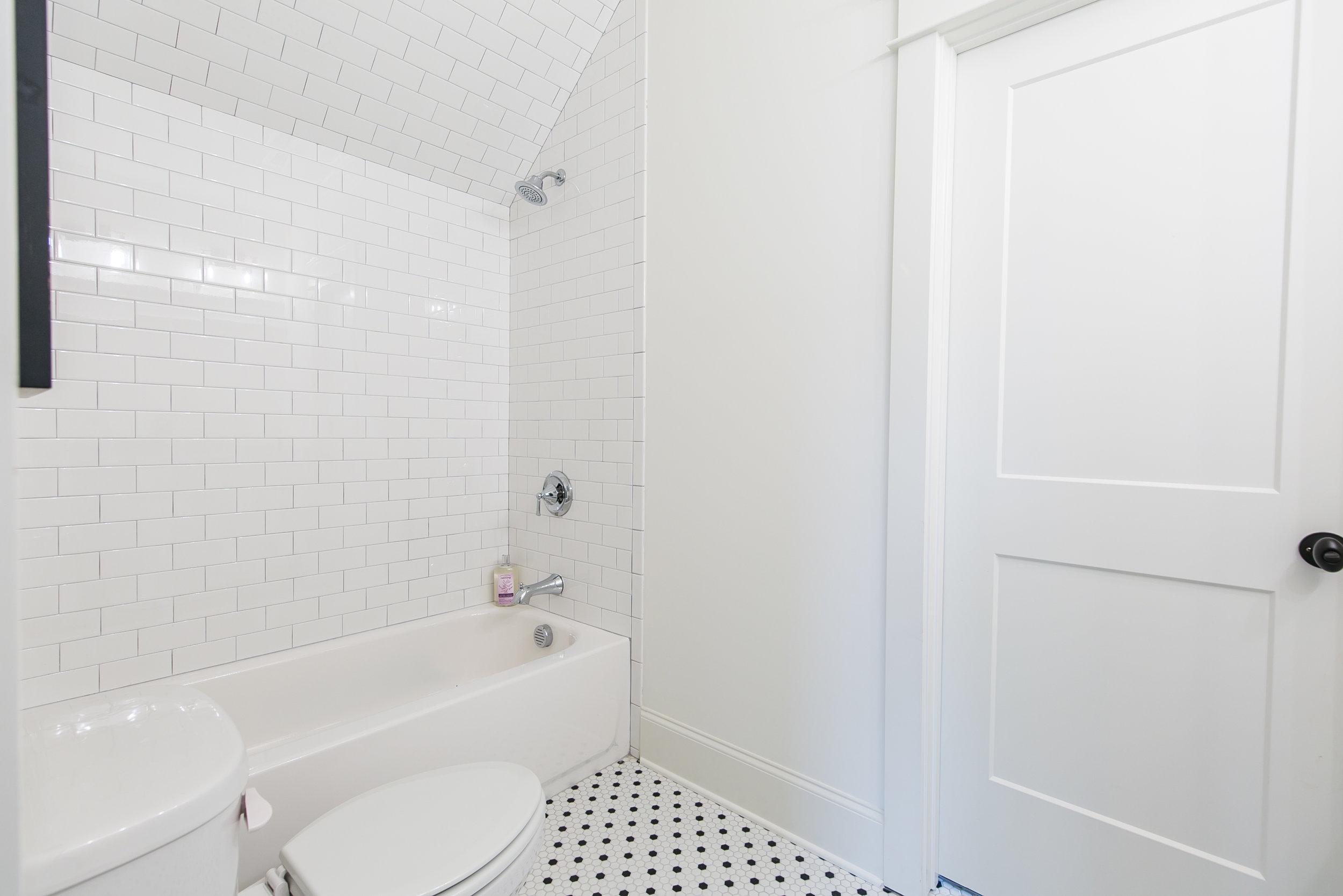 1388 N Morningside-Bath 1b.jpg