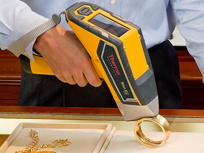 """De' Branf Jewelry uses the """"Niton XL2"""" analyzer (as used by refineries) from Thermo Scientific to test gold and different metals."""