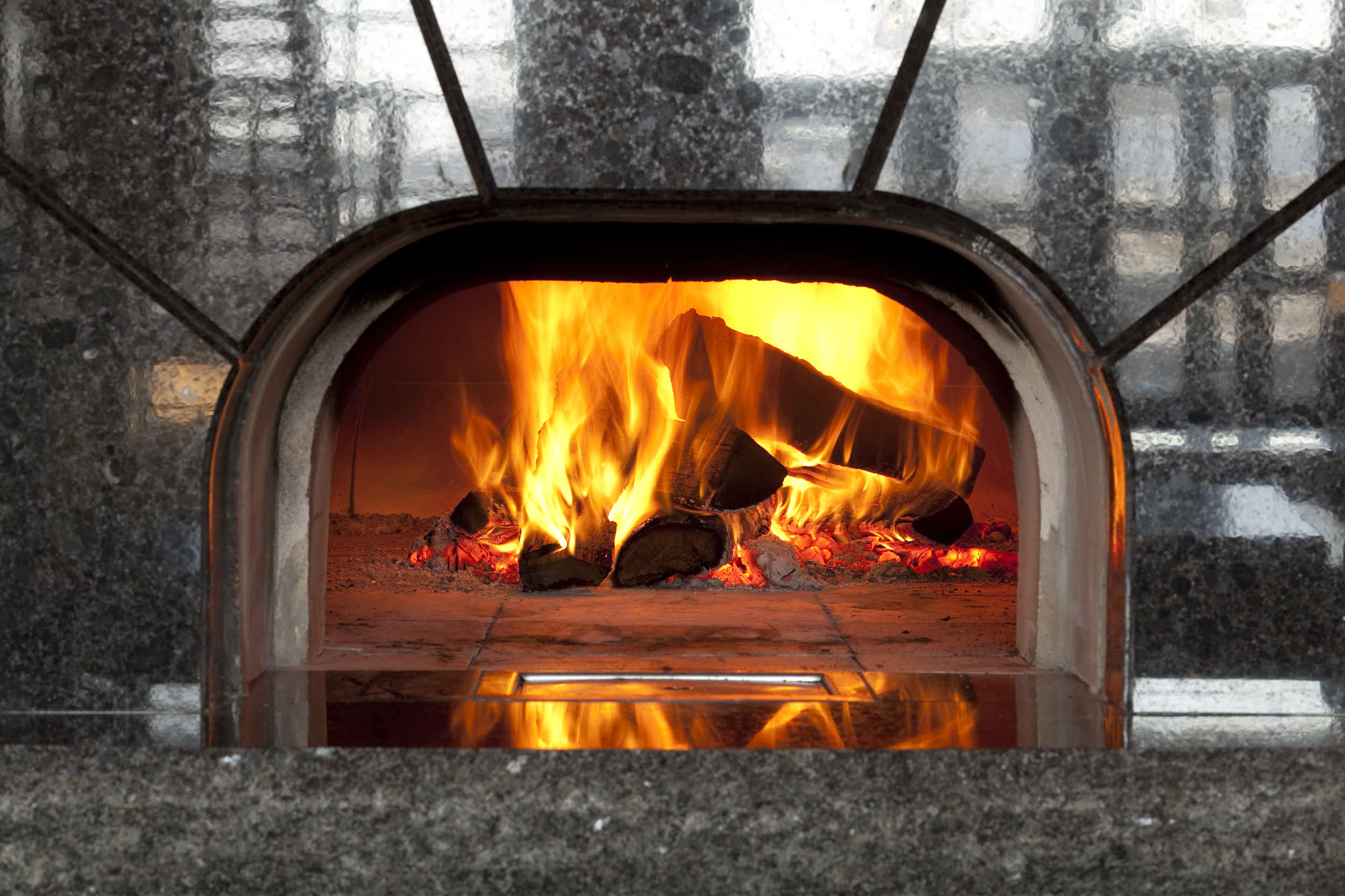 Wood-fired ovens for home and restaurants