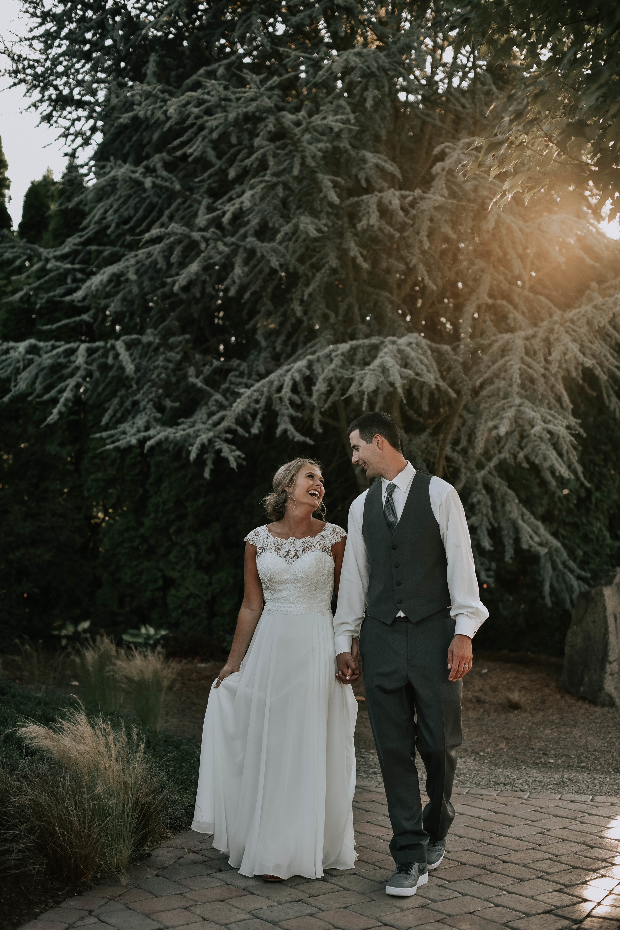 romantic oregon log house garden wedding