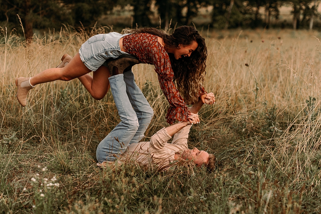playful summer country field couple session_0001.jpg