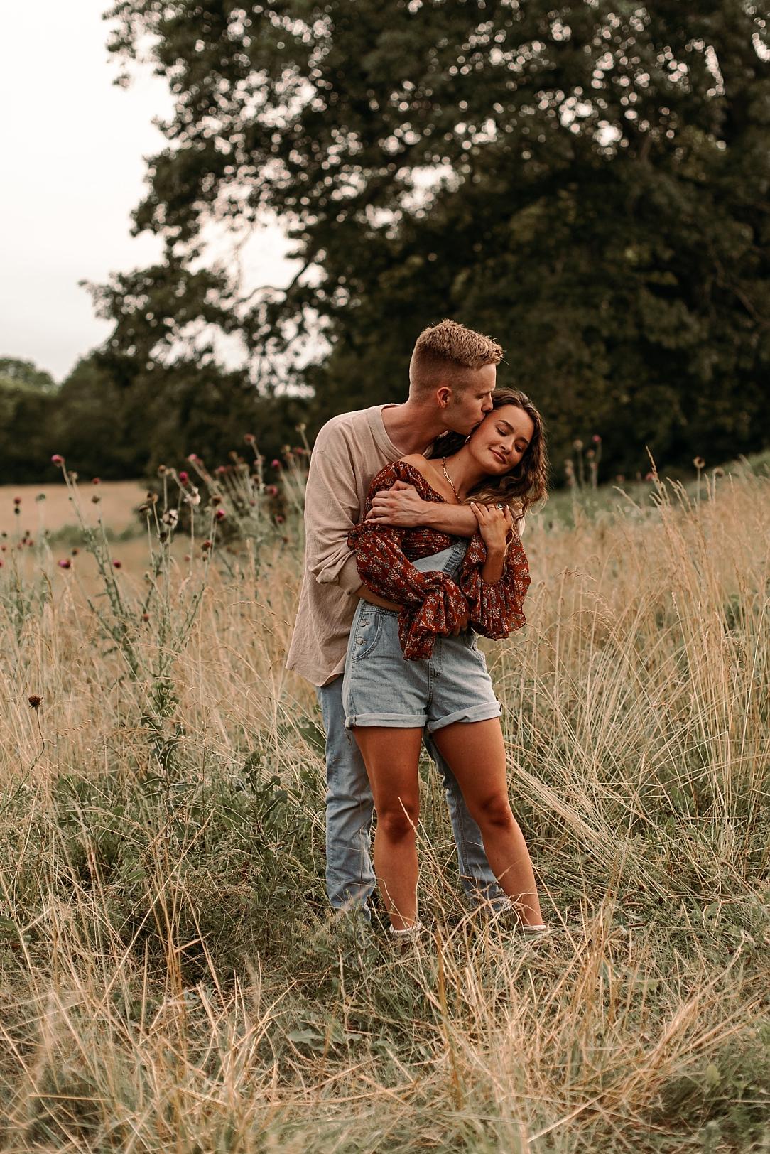 playful summer country field couple session_0013.jpg