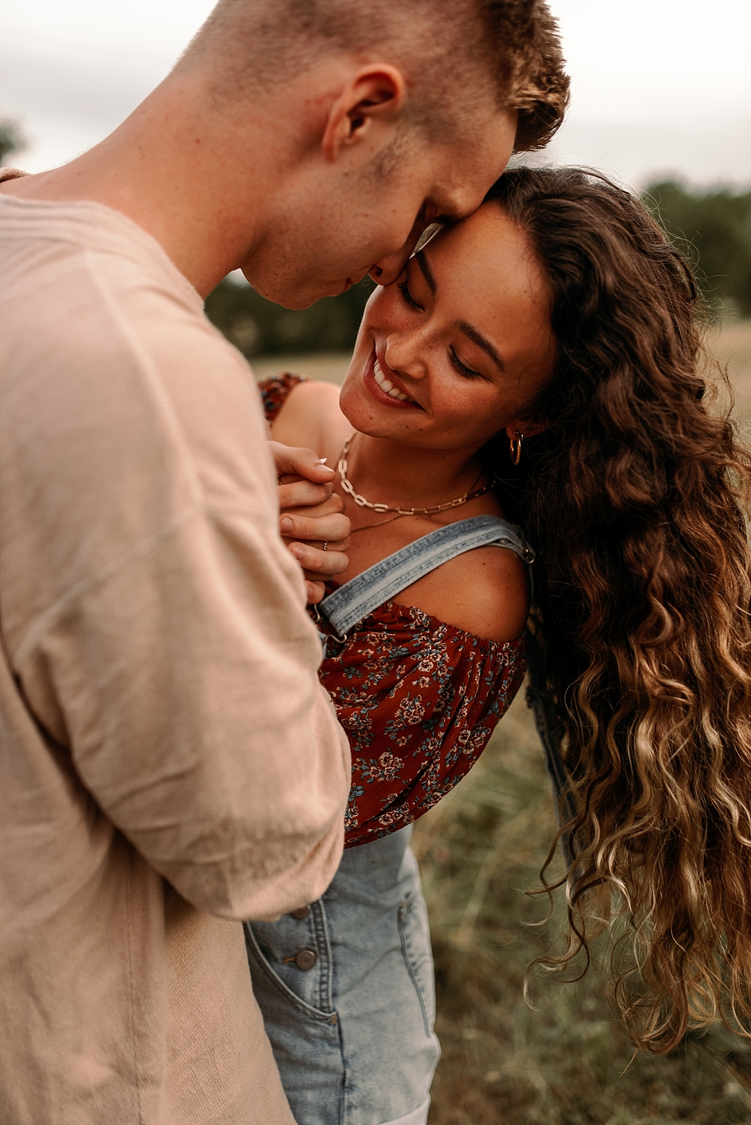 playful summer country field couple session_0028.jpg