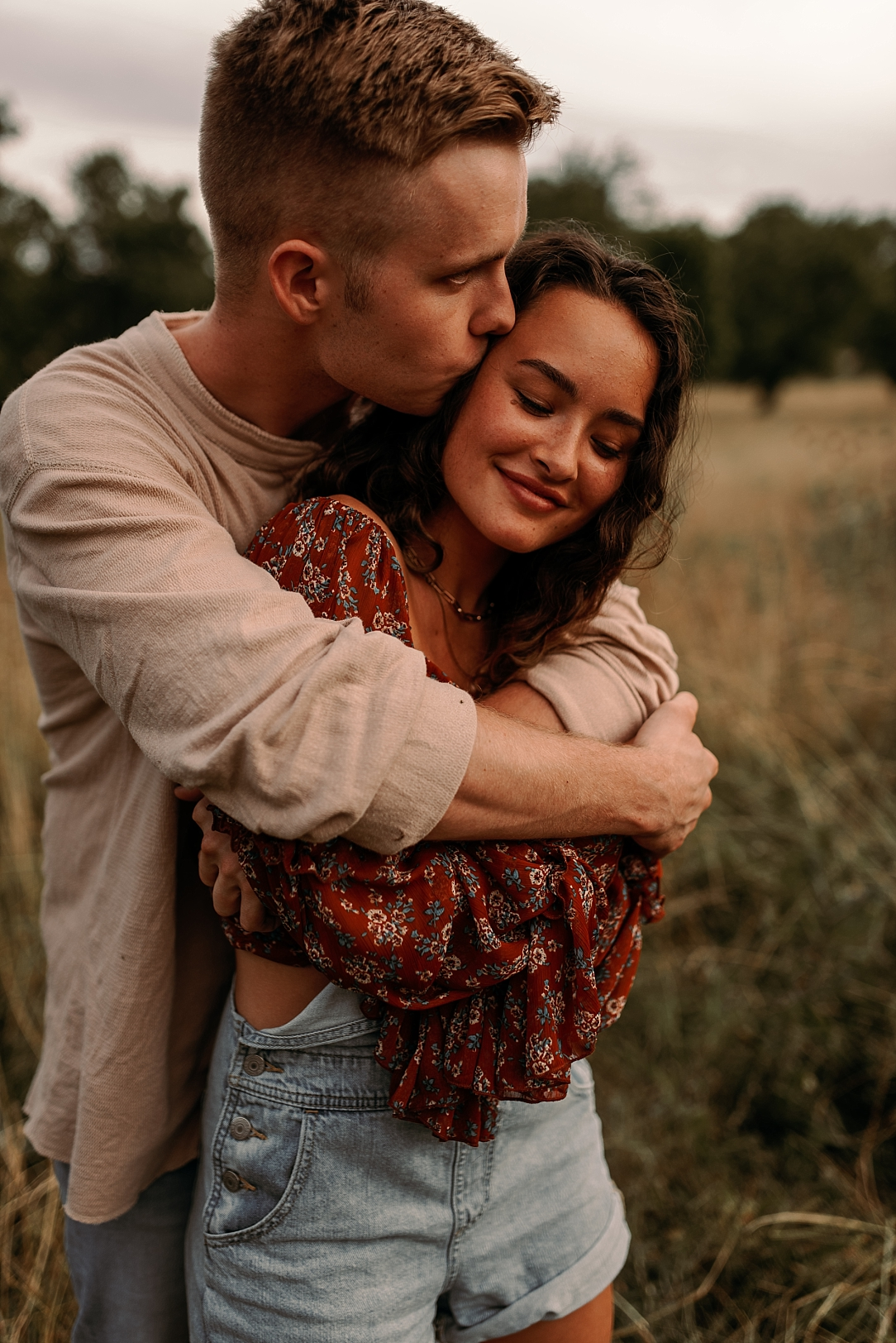 playful summer country field couple session_0030.jpg