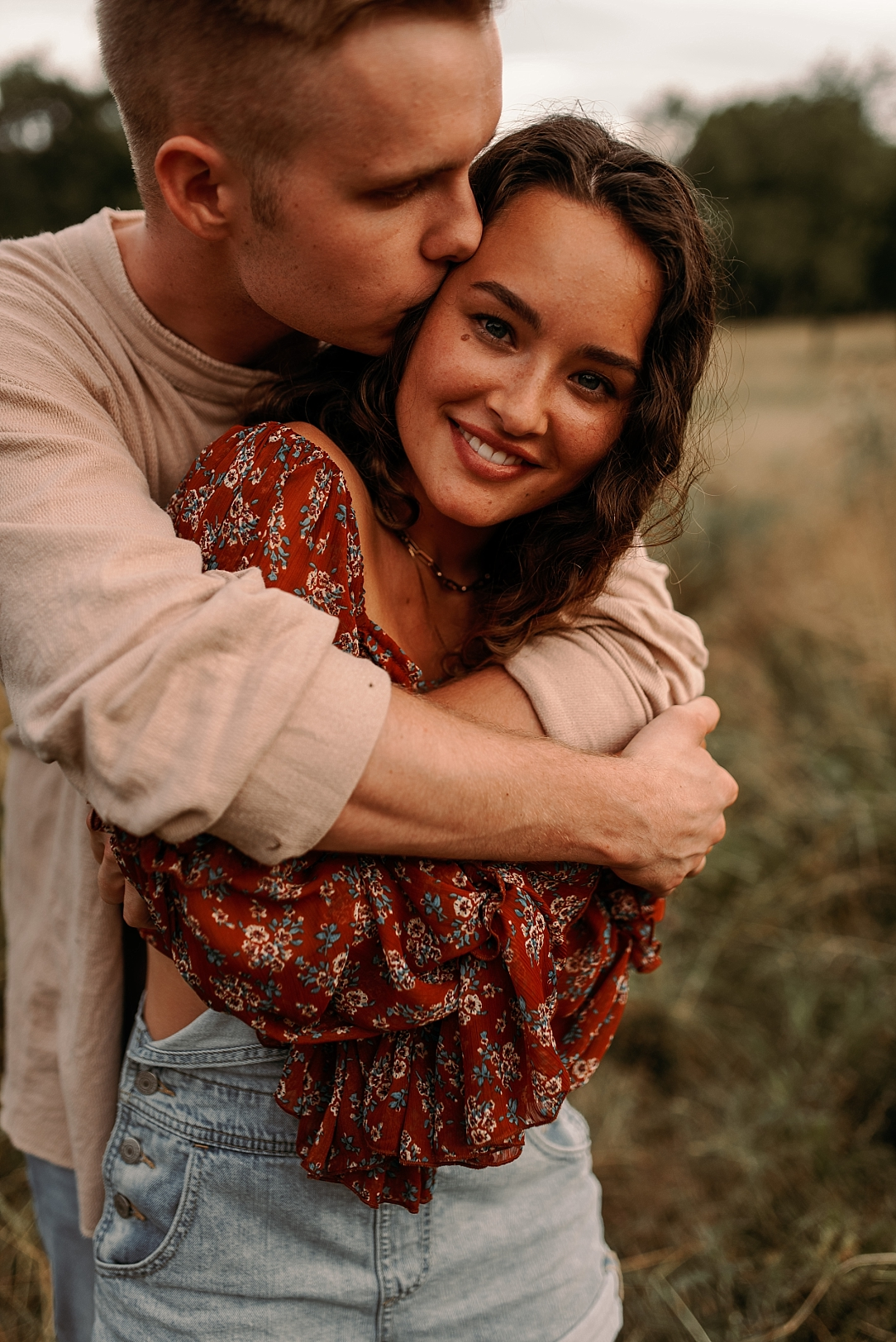 playful summer country field couple session_0031.jpg