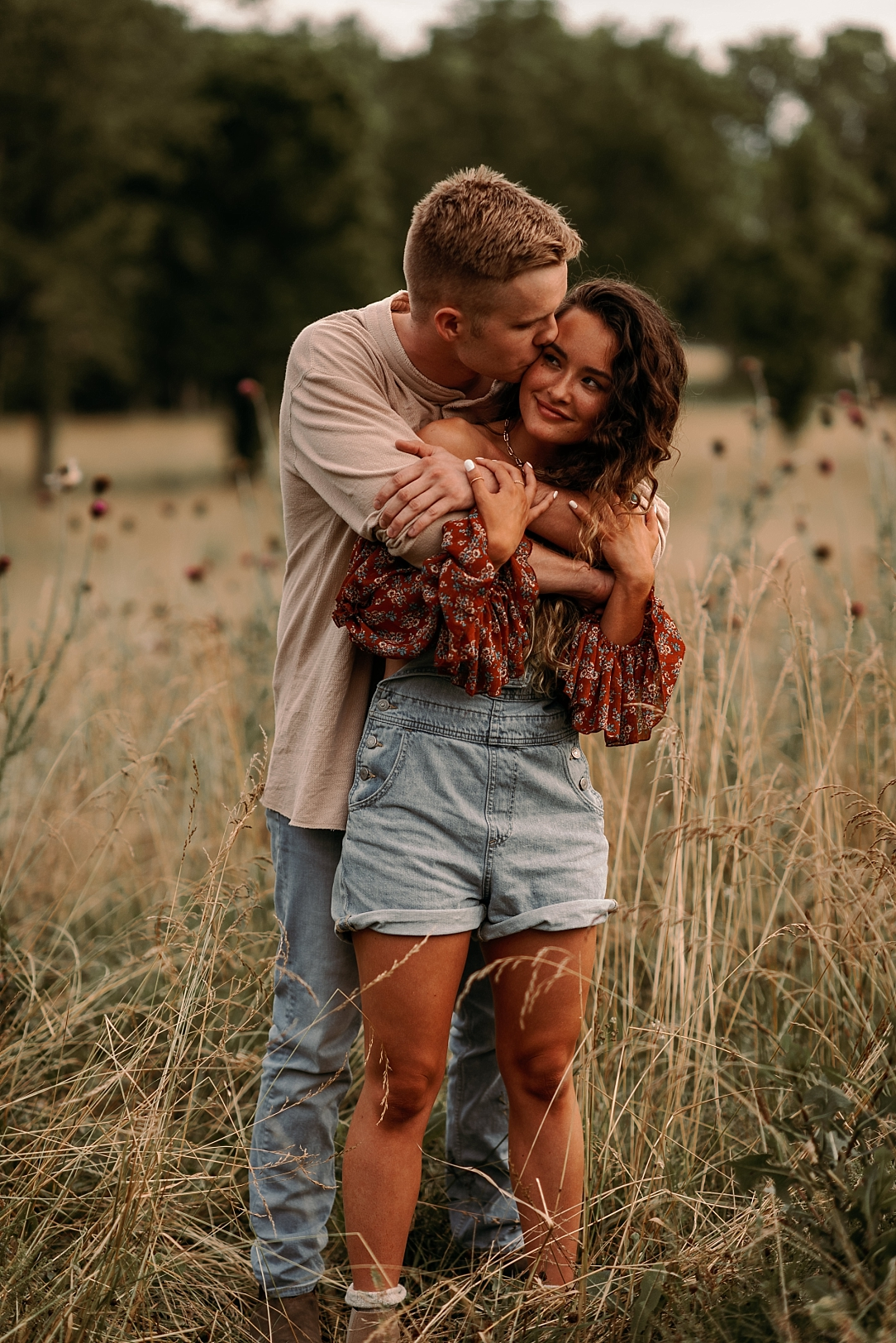 playful summer country field couple session_0037.jpg