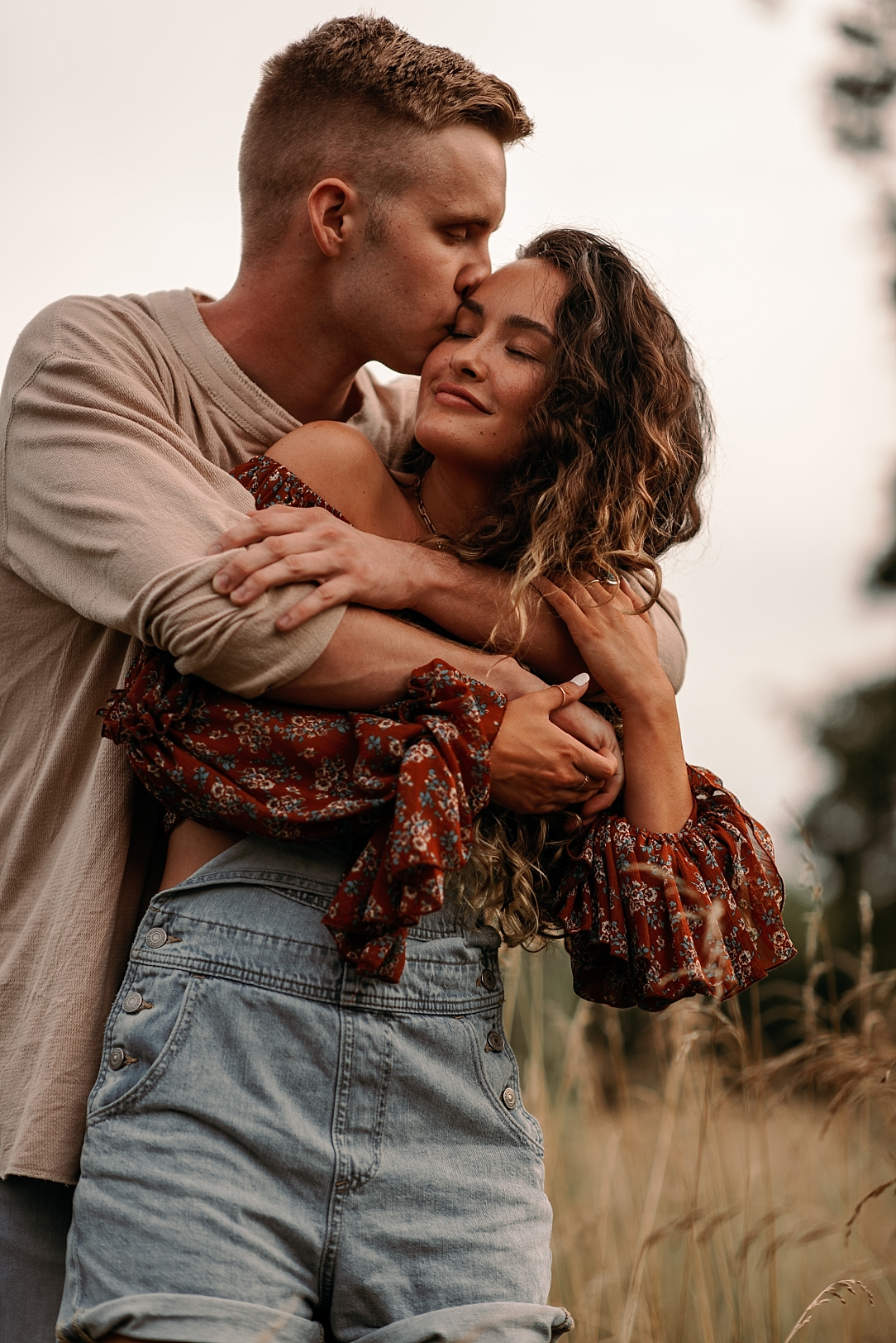 playful summer country field couple session_0040.jpg