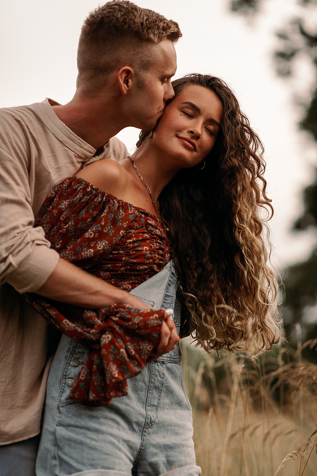 playful summer country field couple session_0042.jpg