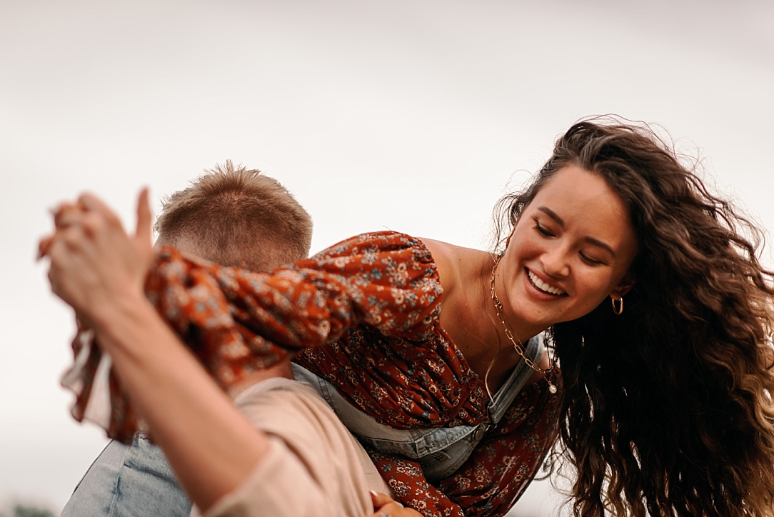playful summer country field couple session_0053.jpg