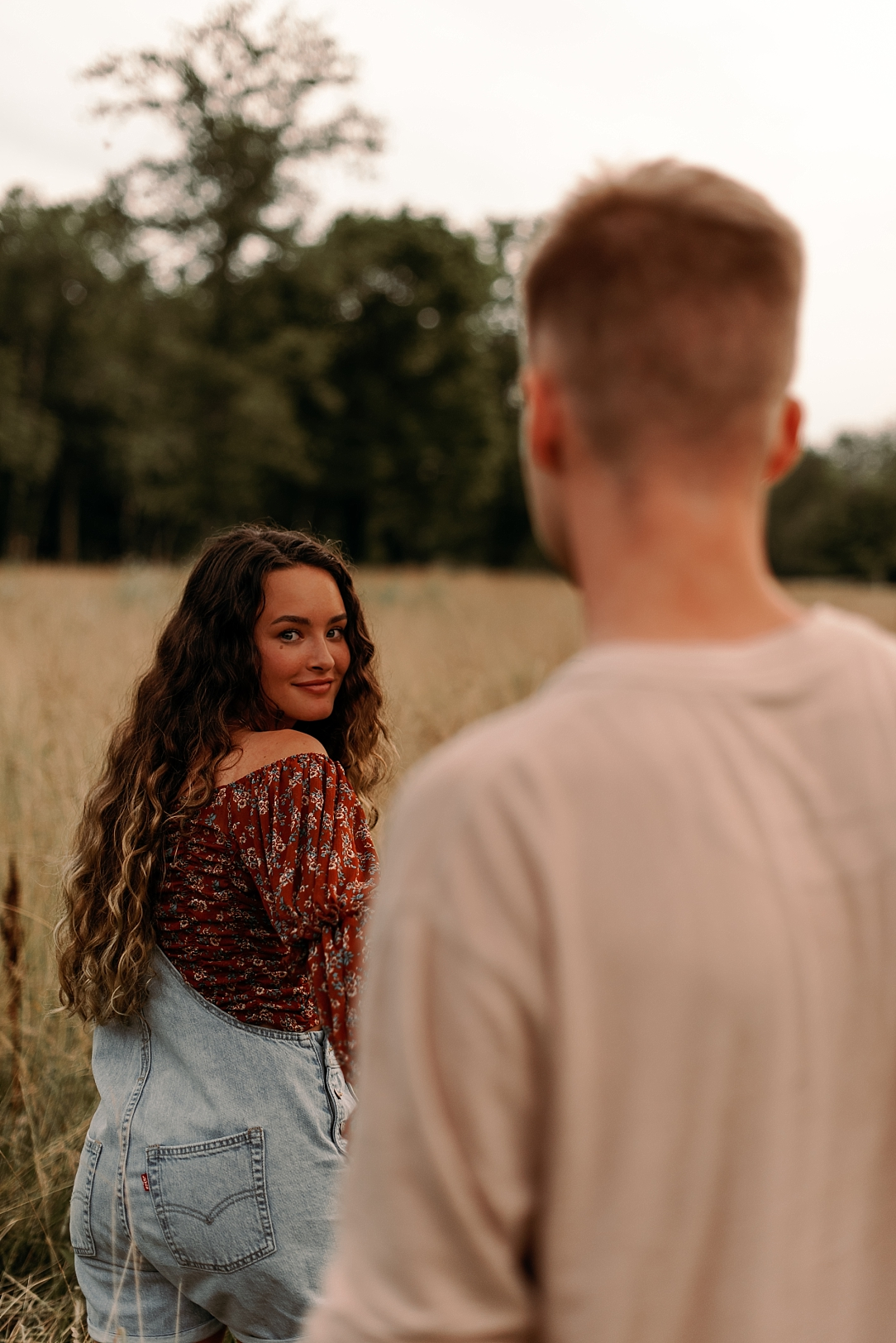 playful summer country field couple session_0066.jpg