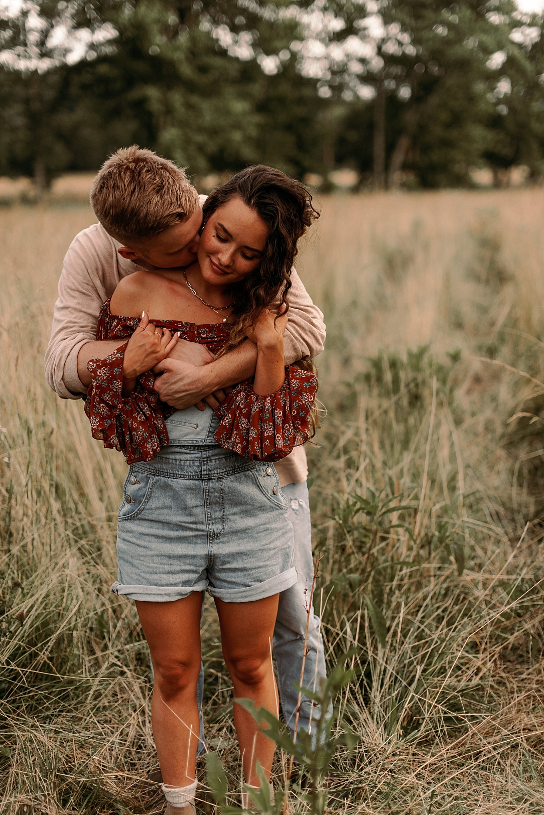 playful summer country field couple session_0076.jpg