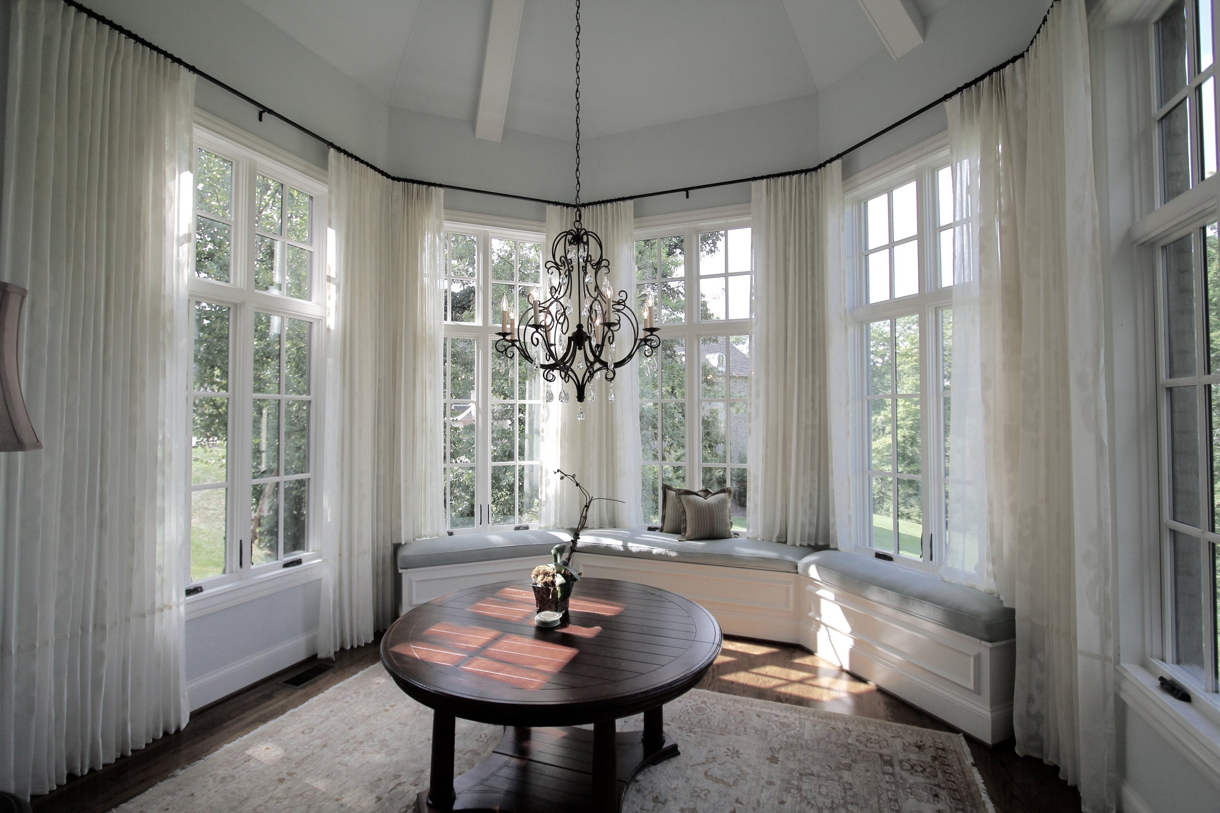 LINEN SHEERS IN CIRCULAR DINING.jpg