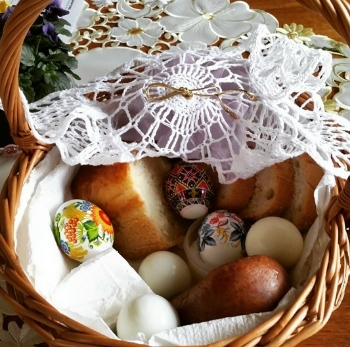 Easter basket ready for the blessing.