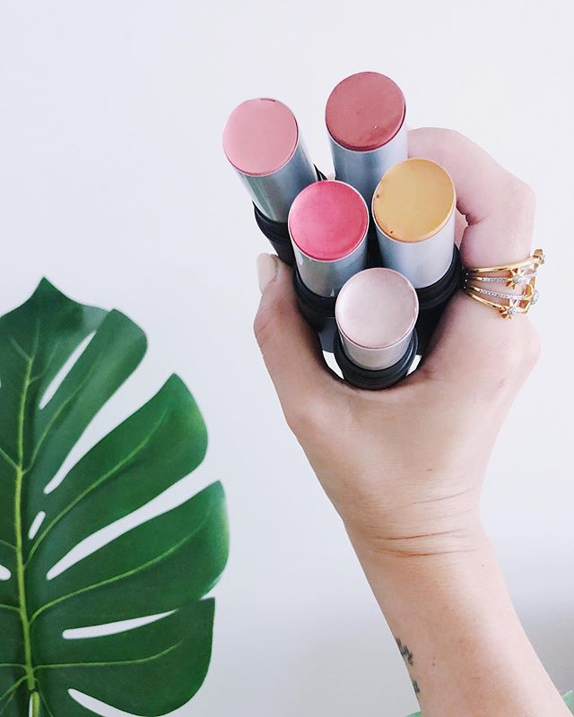 I'm going to ignore the fact that my little baby hands look super weird in this photo. But what I wanna talk about is @aunaturalelife's new Saturated Bolds Summer Multistick shades! I don't leave the house without throwing a multitude stick in my purse. You can wear these on your cheeks, lips or eyes. The world is your oyster. These colors are gorggggeous + they're perfect for touching up throughout the day. I swatched these 5 shades in my stories so check it out! *affiliate link in my bio to purchase!