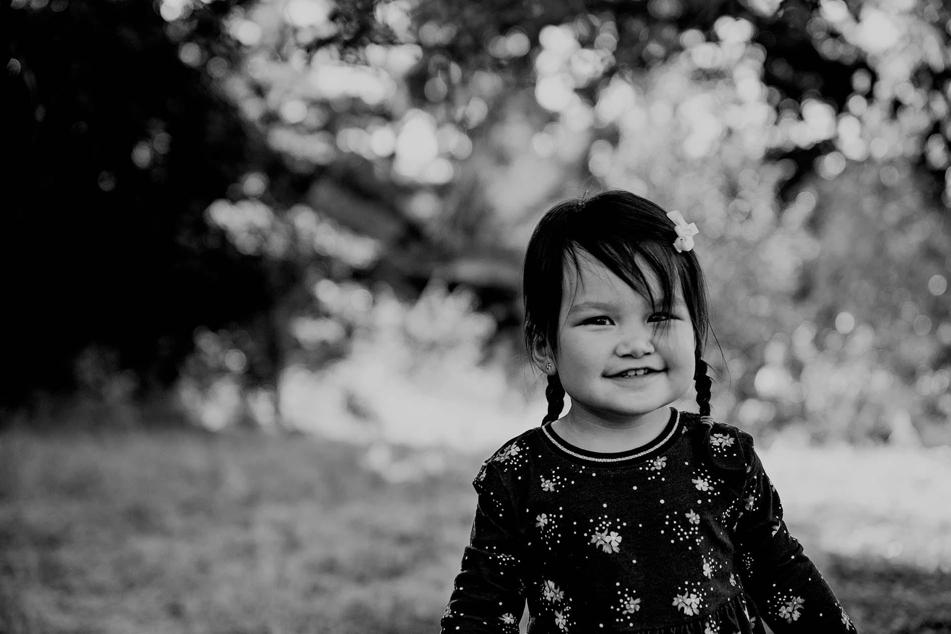 sharon kenney family photography girl black white