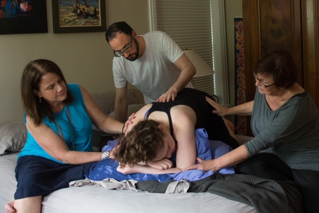 Lizzy and Justin laboring with her mother and doula