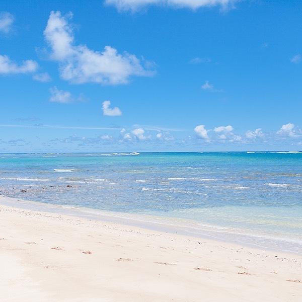 Beach vibes . . . #marciannephoto #marciannephotoinhawaii #hawaii #beach #ocean #horizon #ombre #nature #naturegram #vsco #vscocam #travel #adventure