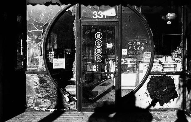 Looters!  LeicaM3  TriX  #AHPhotog