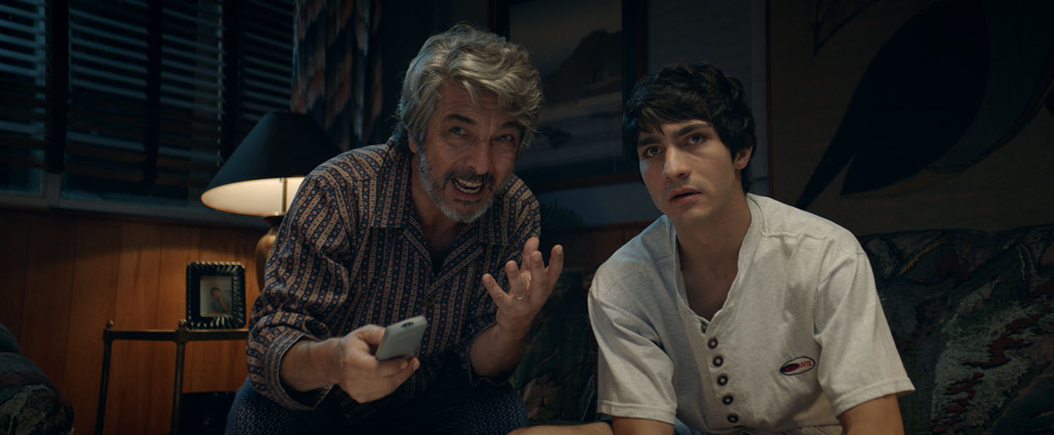 ARGENTINA:  Heroic Losers  /  La odisea de los giles   A film by Sebastián Borensztein  Ricardo and Chino Darín come together for the first time as a father-son acting duo in  Heroic Losers , a heist dramedy that plays on the most basic human instinct: getting back what's yours. With William Wyler's  How to Steal a Million  as a guide, Sebastián Borensztein ( Chinese Take-Away ) directs the Argentine hit at the local box office.  Set in Argentina in December 2001, the film follows a group of friends and neighbors pool together all of their savings to reactivate an agricultural cooperative and the economy of their small town. The day after they deposit the group's money in the bank, Argentina's banking system collapses, and they lose it all. But they soon find out that they are not only victims of the country's crisis, they have been scammed by an unscrupulous lawyer and bank manager who were poised to take advantage of the situation.  In a twist on the heist film, this small town group of everymen and women bands together and puts a plan into action to recover what's rightfully theirs.