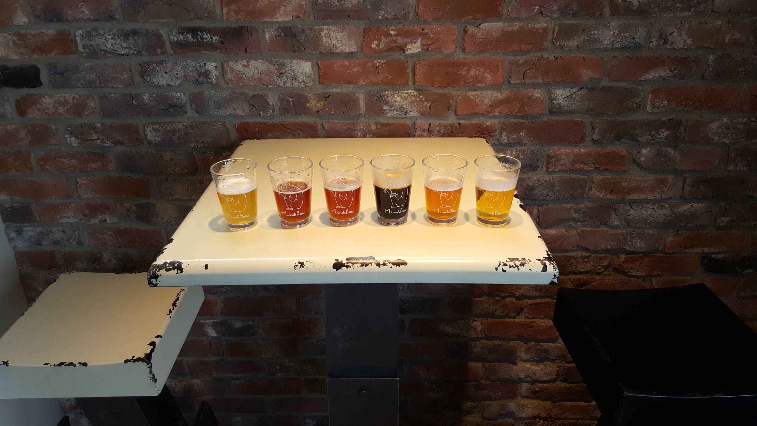 A bunch of Minoh monkeys in a great flight of beers. Watch out for the W-IPA (IIPA) it is too delicious for 9%