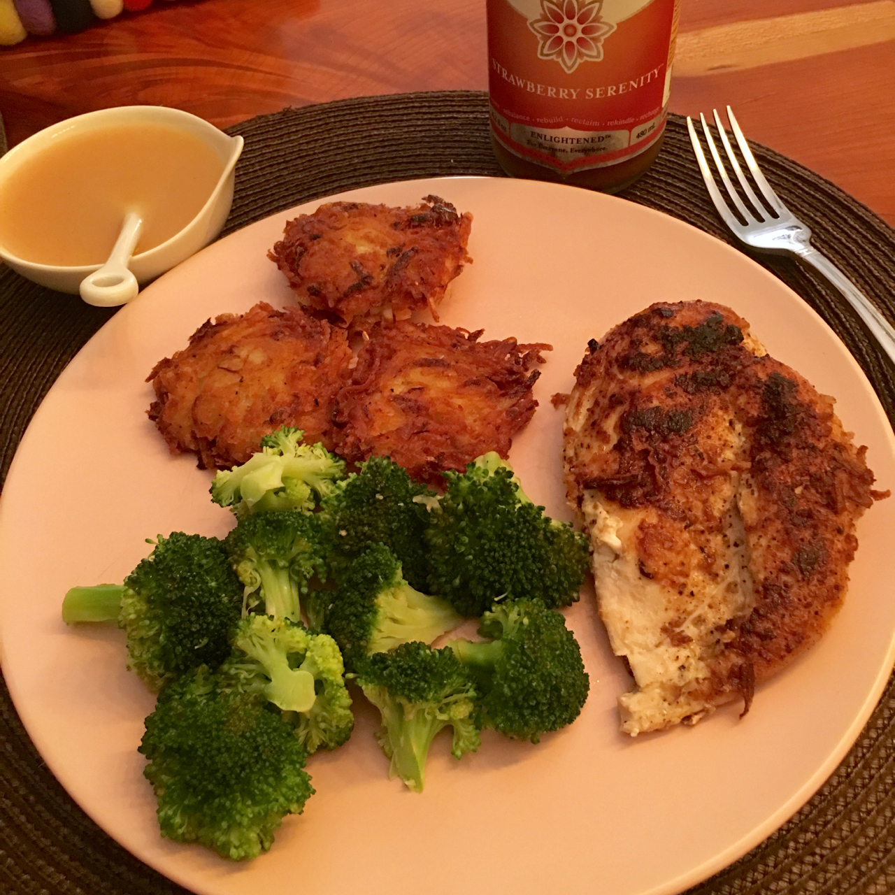 GARLIC CHICKEN WITH POTATO LATKES, APPLE SAUCE AND STEAMED BROCCOLI