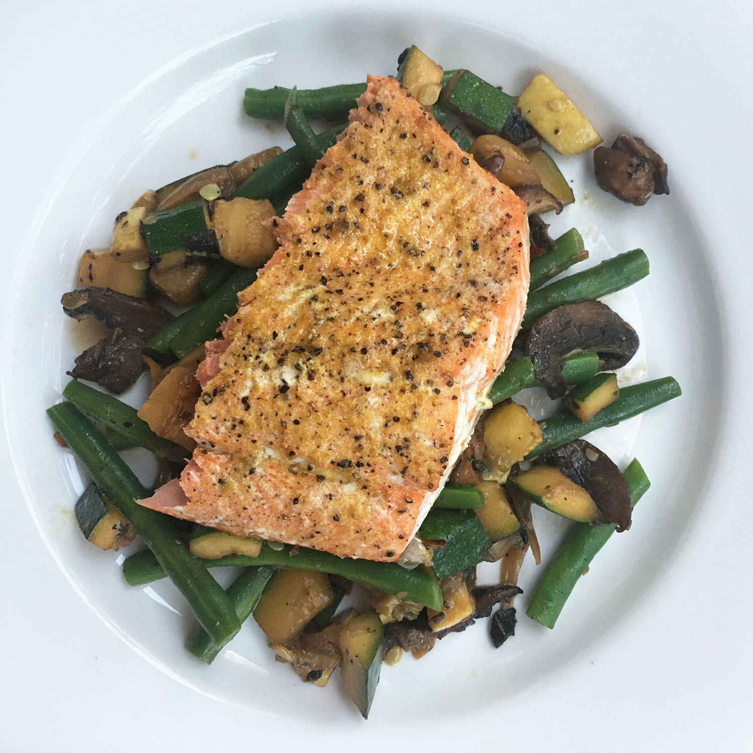 LEMON PEPPER SALMON WITH SAUTEED GREEN BEANS, ZUCCHINI AND MUSHROOMS