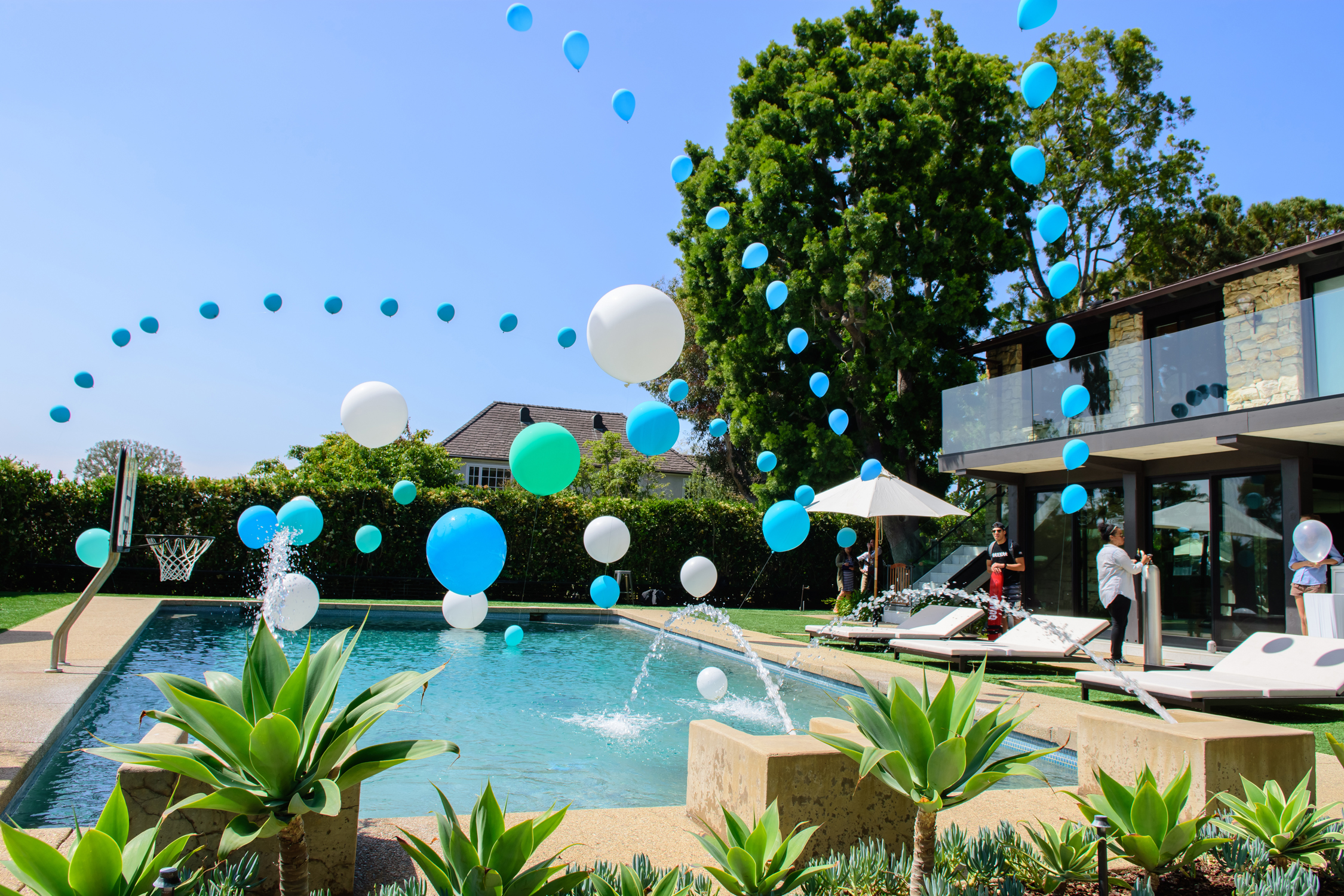 tarynco-party-event-balloons-pool-decor.jpg