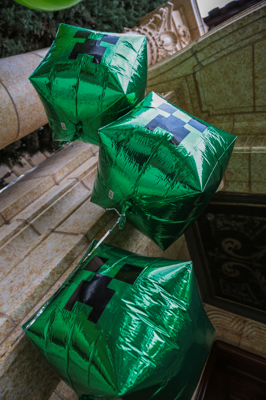 tarynco-events-minecraft-kids-birthday-party-balloons.jpg