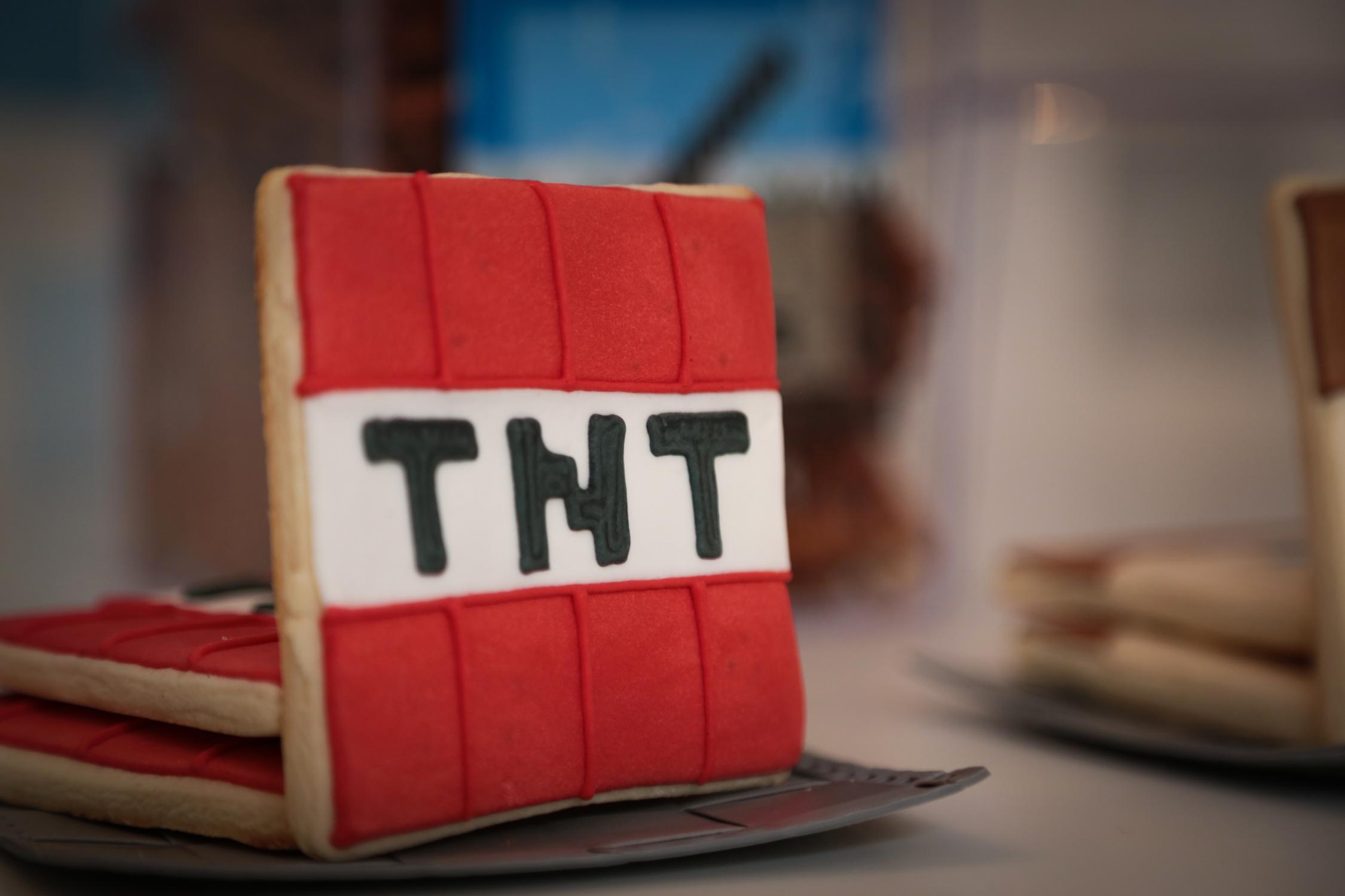 tarynco-events-minecraft-kids-birthday-party-cookie (1).jpg