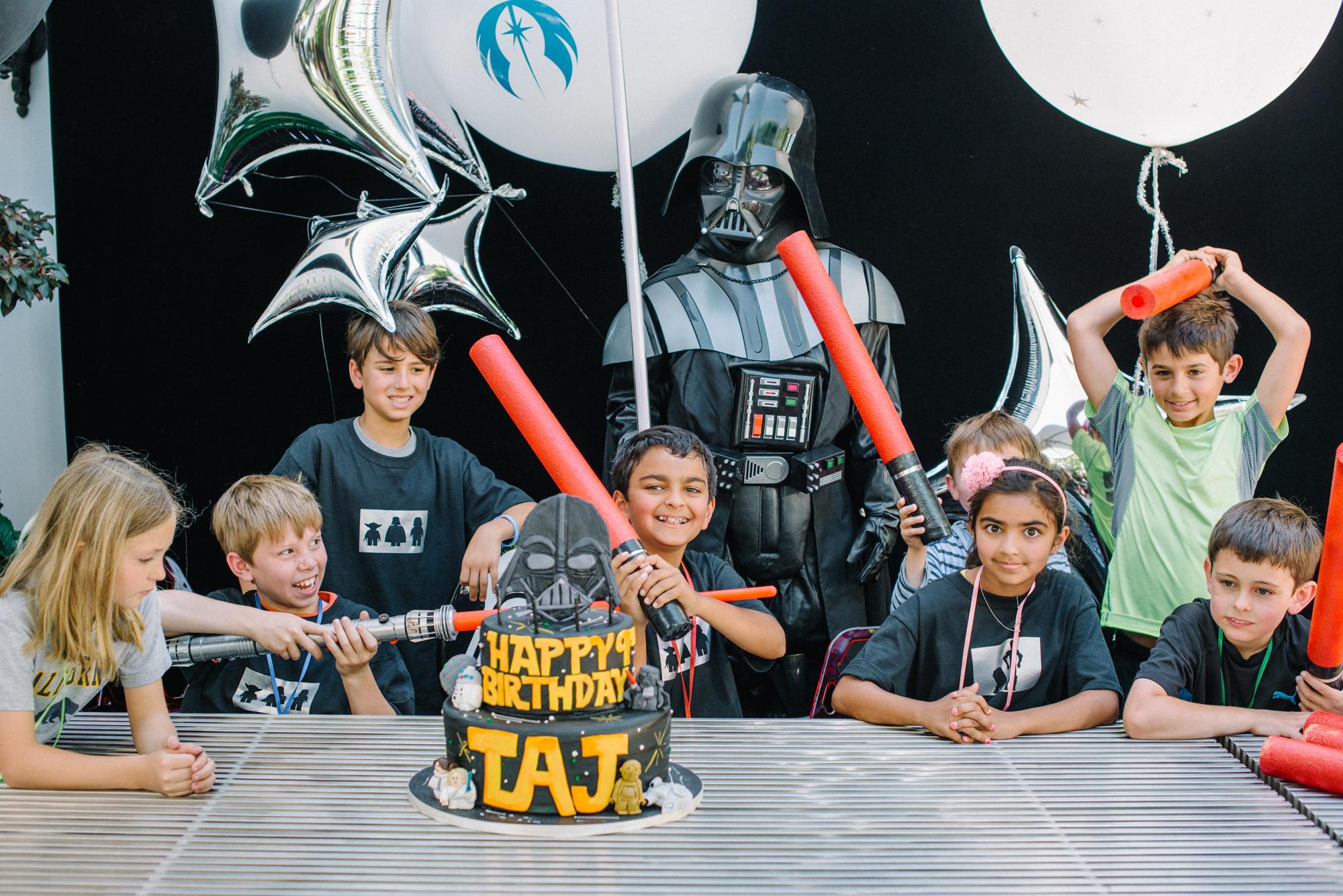 tarynco-events-starwars-kids-birthday-party-cake-time.jpg