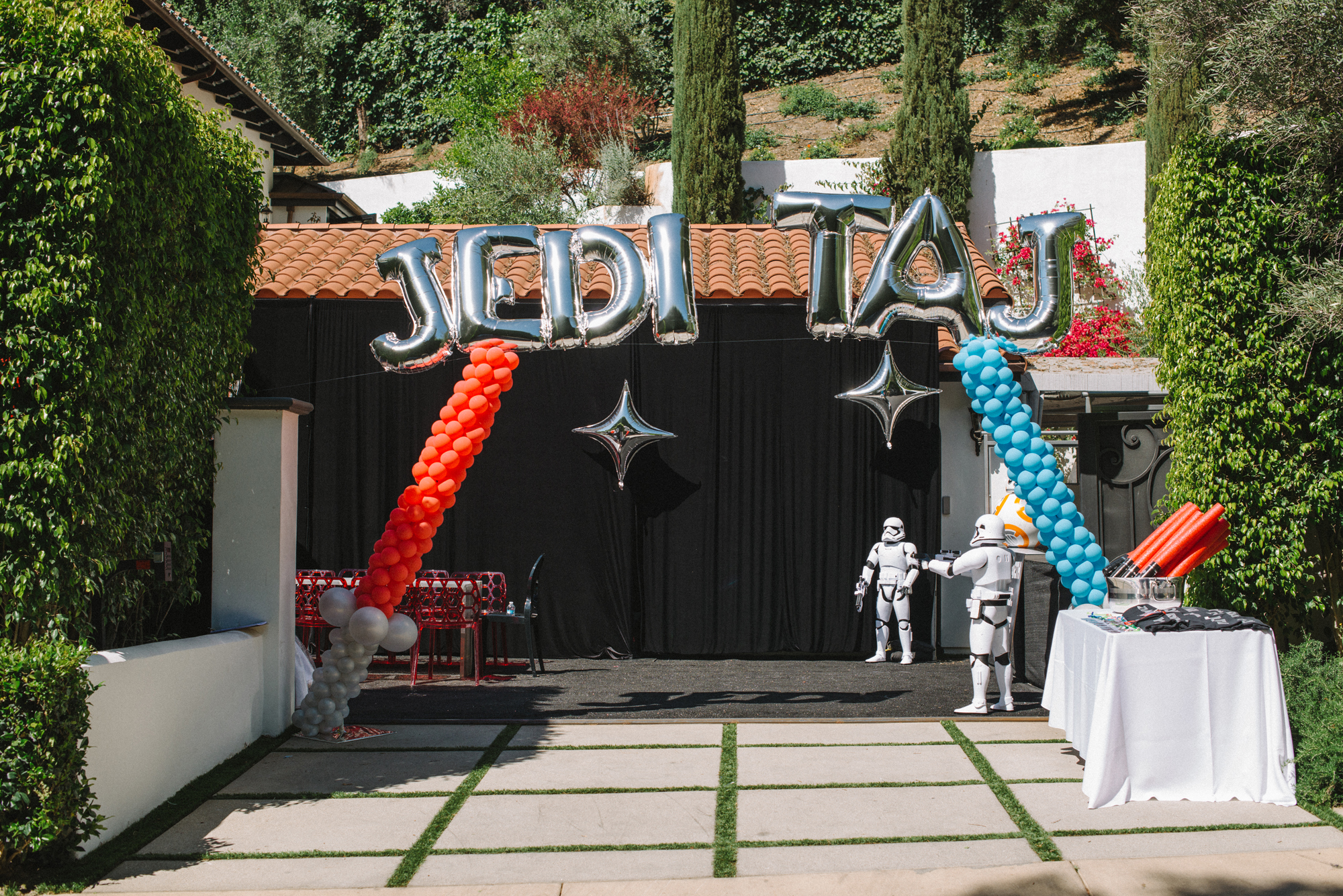 tarynco-events-starwars-themed-kids-birthday-party-balloons-jedi-decor-design.jpg