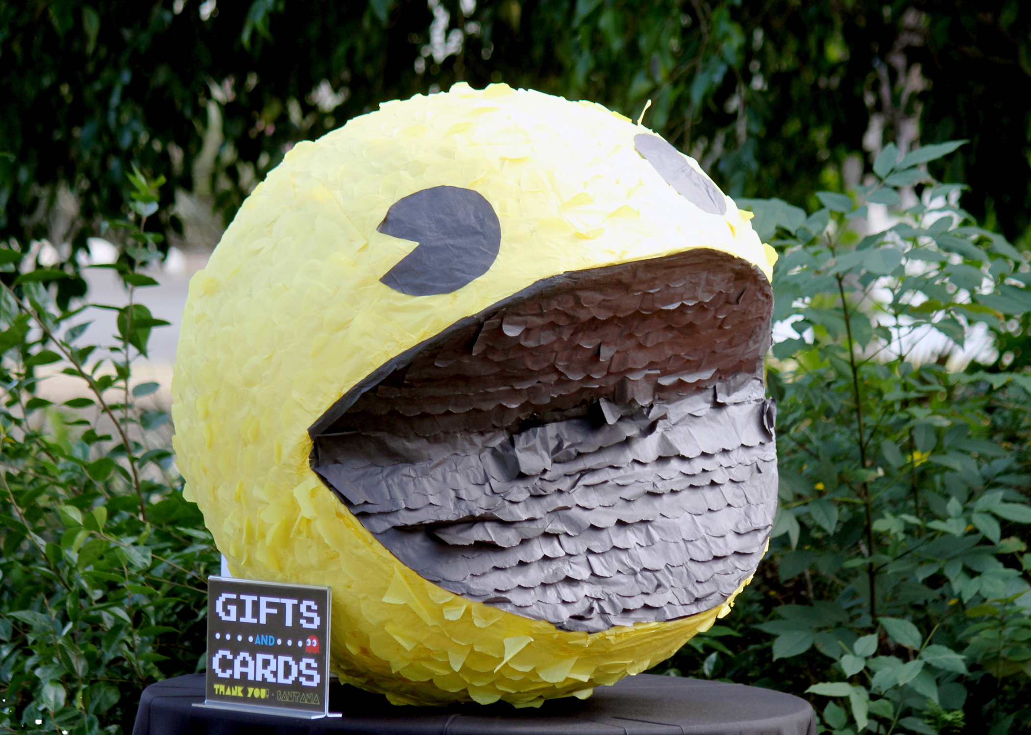 tarynco-events-pacman-giftstable-kidsparty-pinata-party.jpg