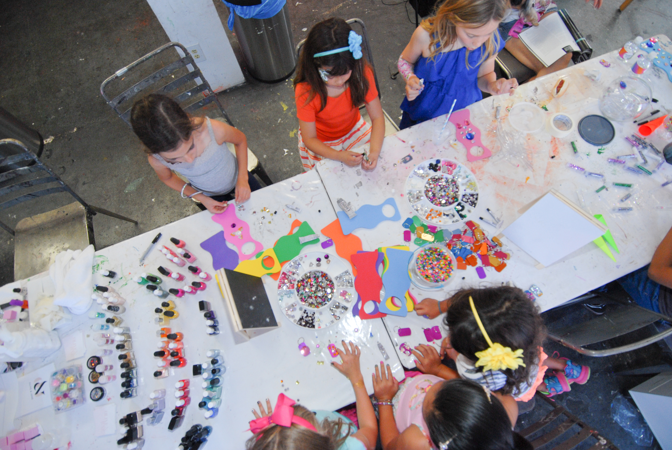 tarynco-events-kids-party-art-carnival-themed-artsandcrafts-station.jpg