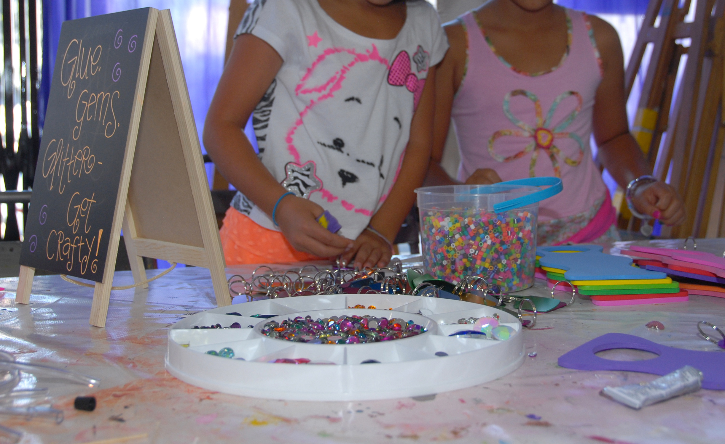 tarynco-events-kids-party-art-carnival-themed-bedazzle-station.jpg