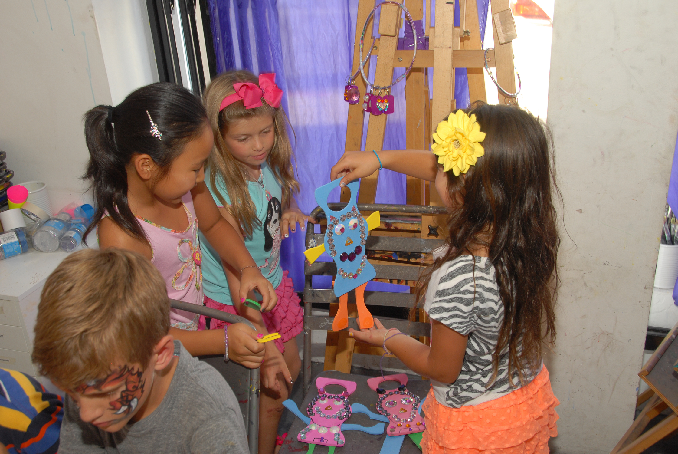 tarynco-events-kids-party-art-carnival-themed-fun-bedazzle.jpg