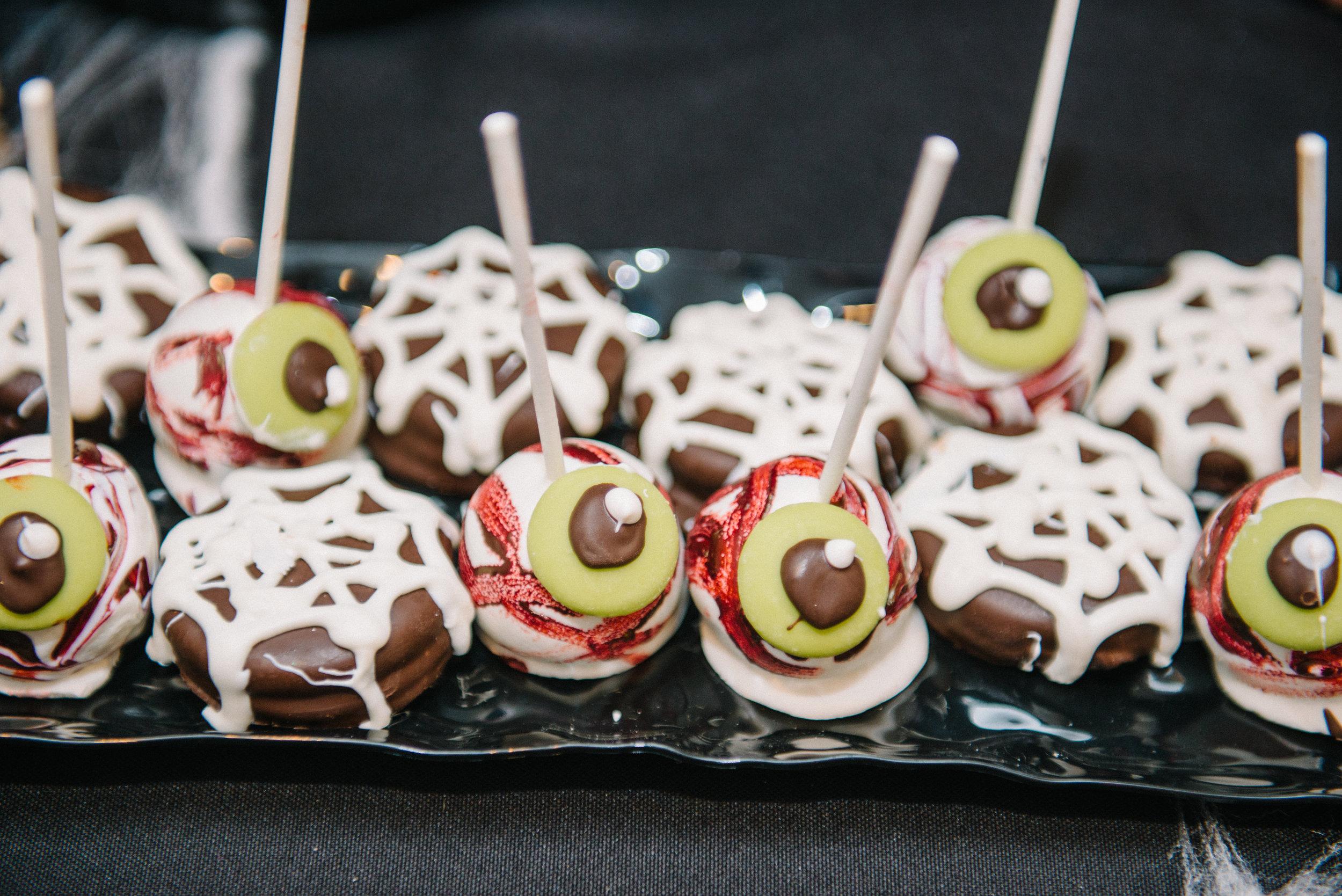 _tarynco_event_planner_Beverly_Hills_HalloweenParty.eyeball.cakepop.jpg
