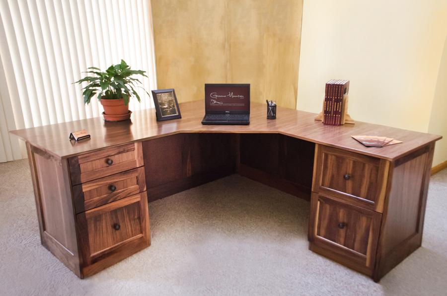 Corner Desk.png