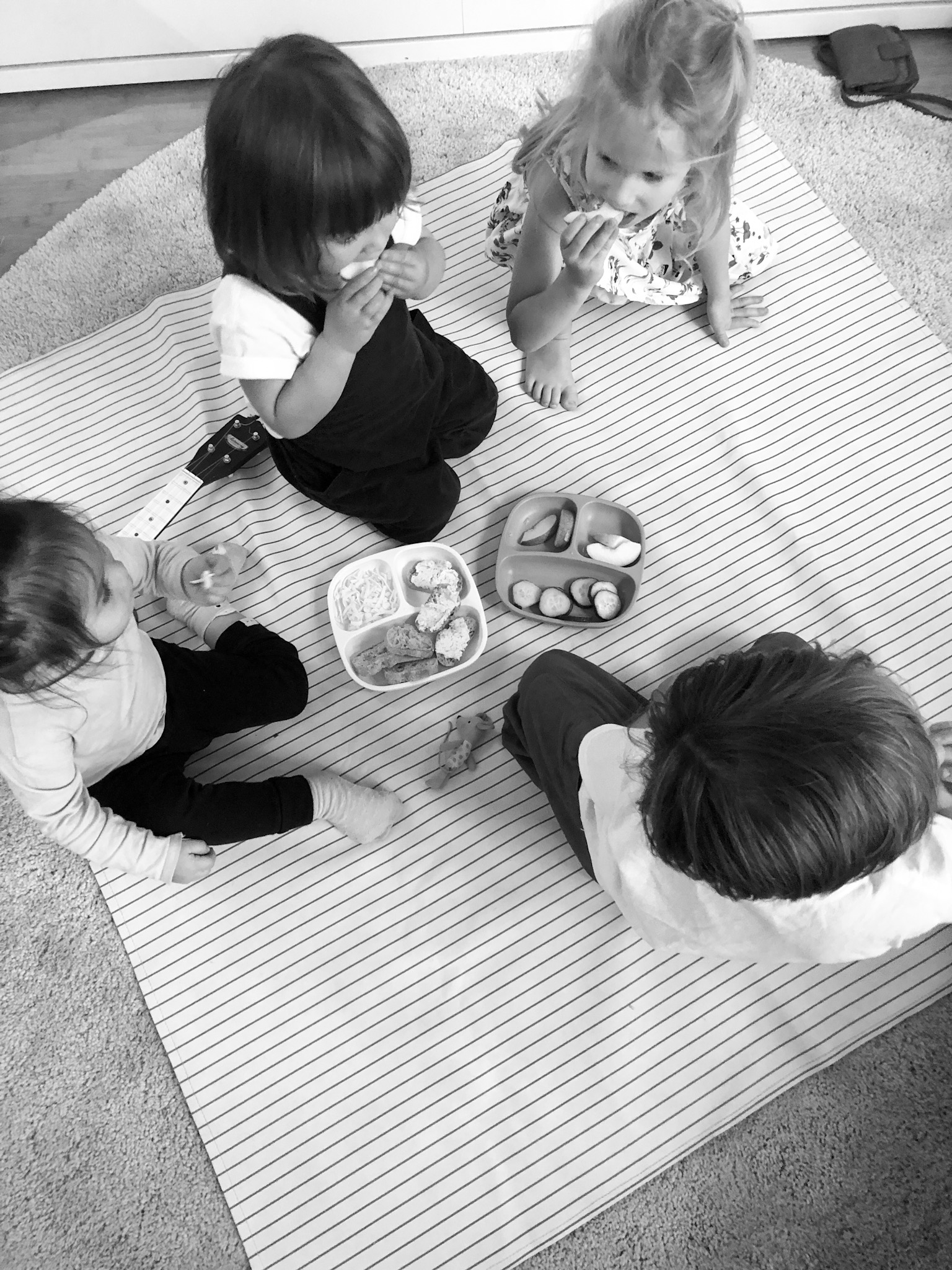 Snack plates on the mat